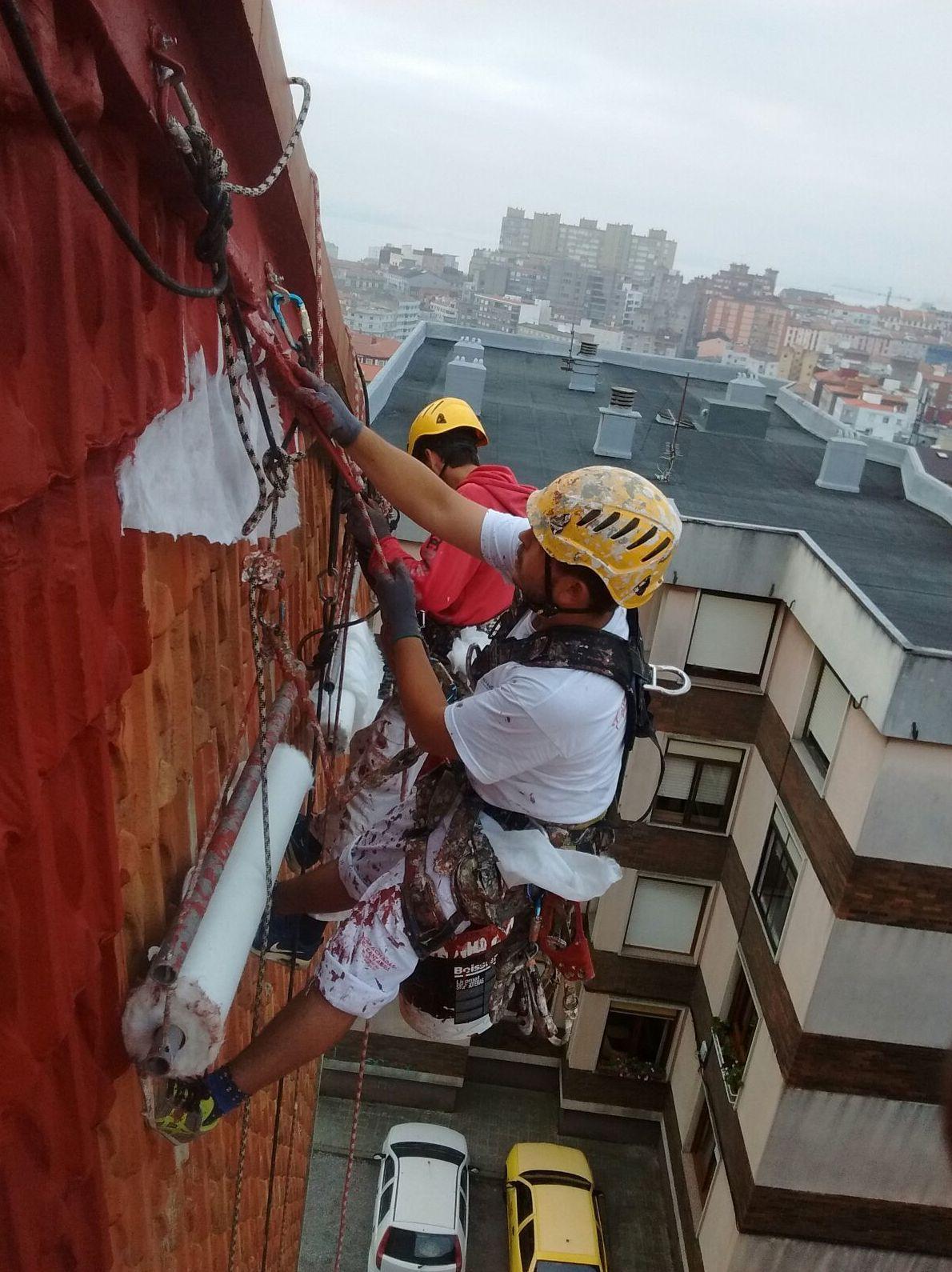 Consolidación e impermeabilización de fachada de tejas.