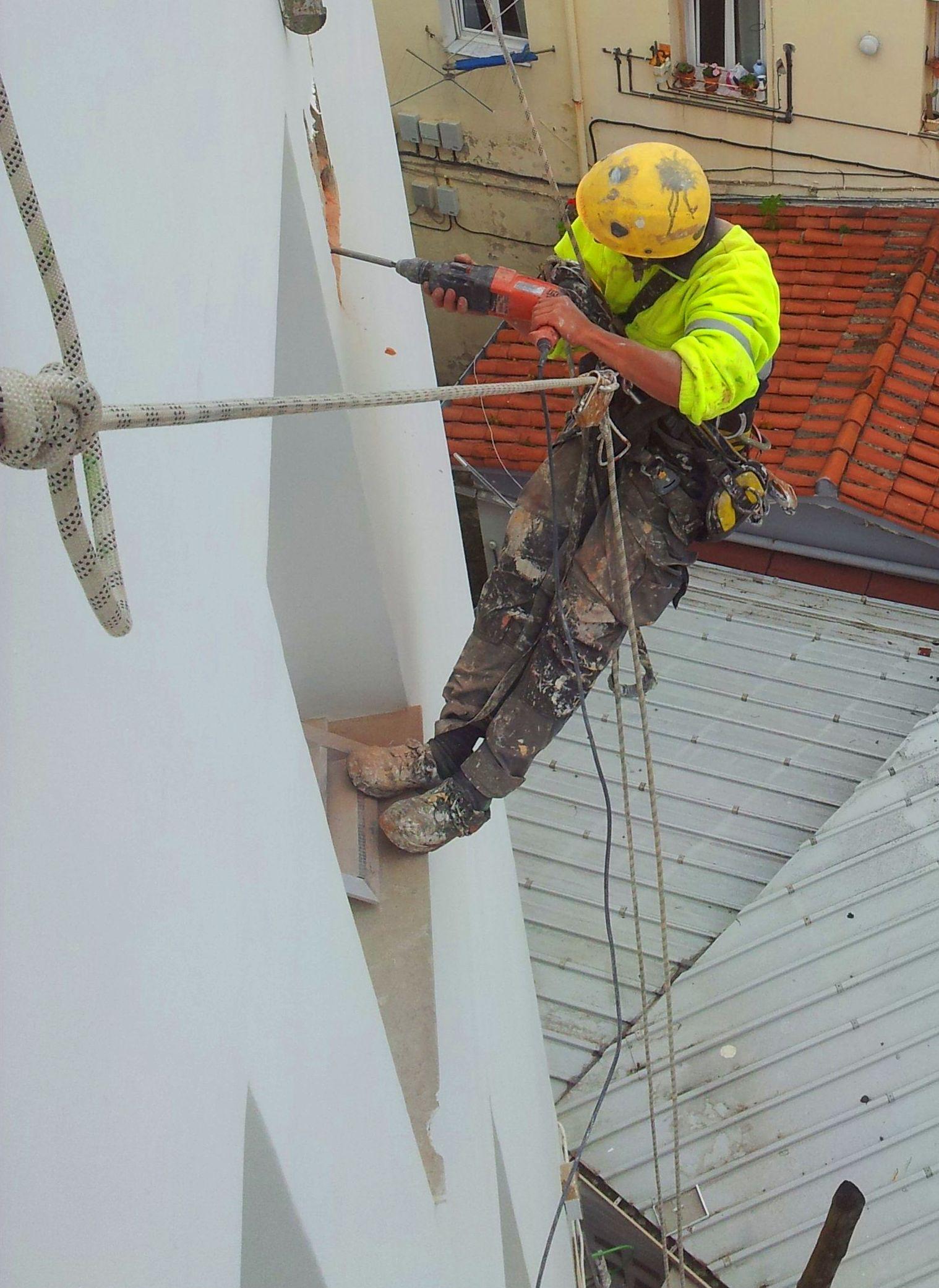 Trabajos de albañilería con sistema de trabajos verticales en Santander-Torrelavega.