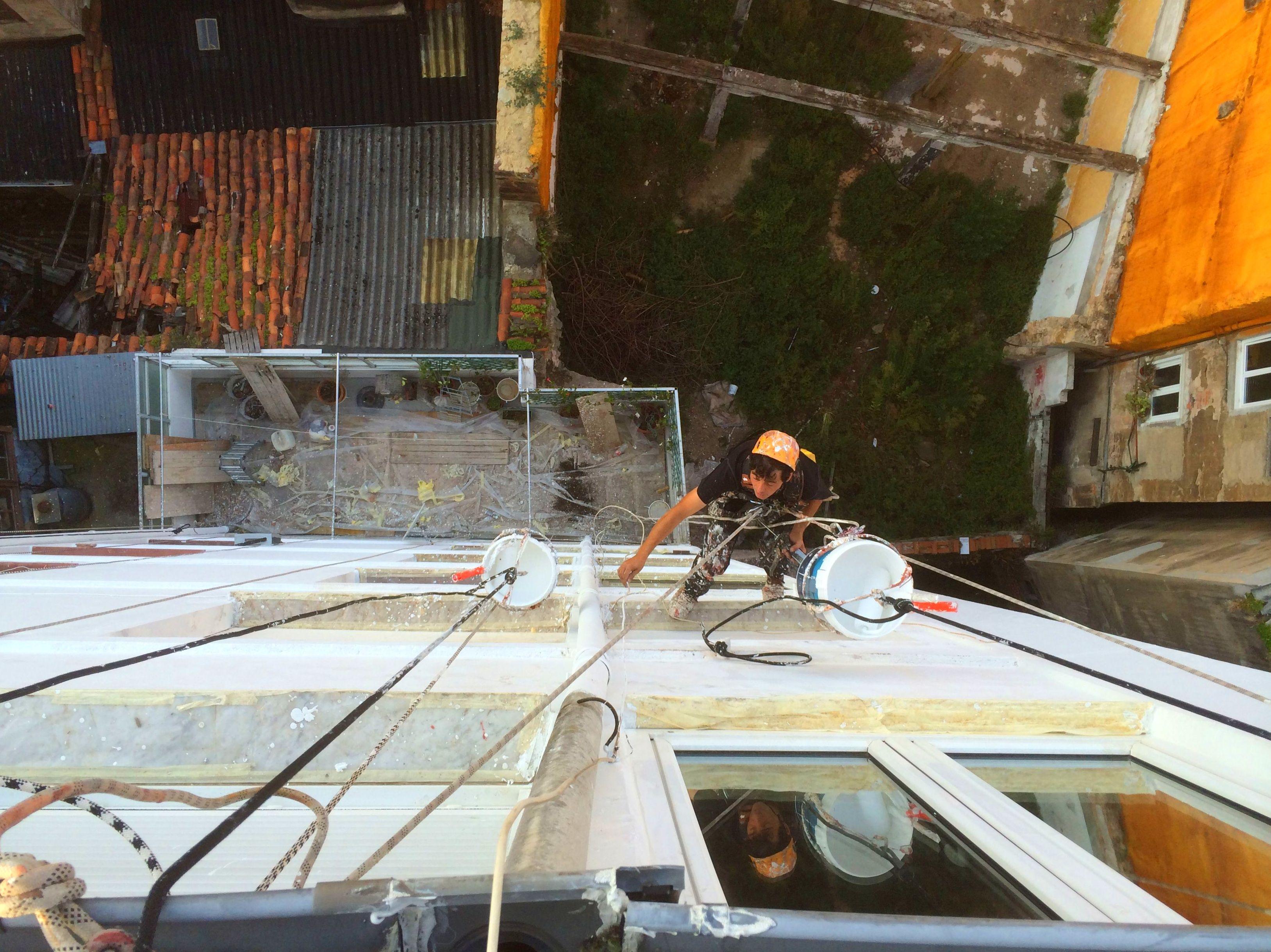 Reparación de fachada con trabajos verticales