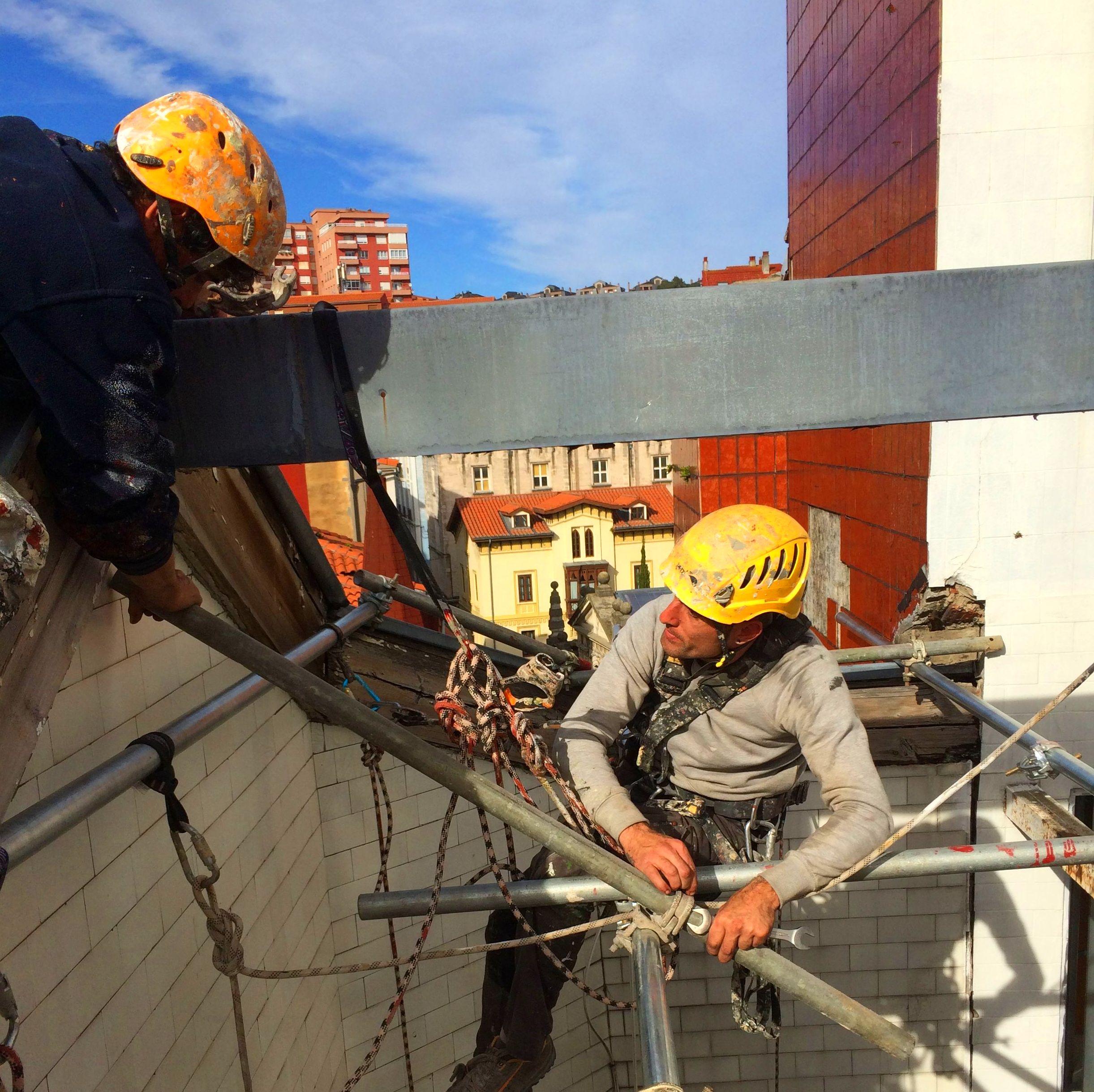 Instalación y posicionamiento con cuerdas en Santander.