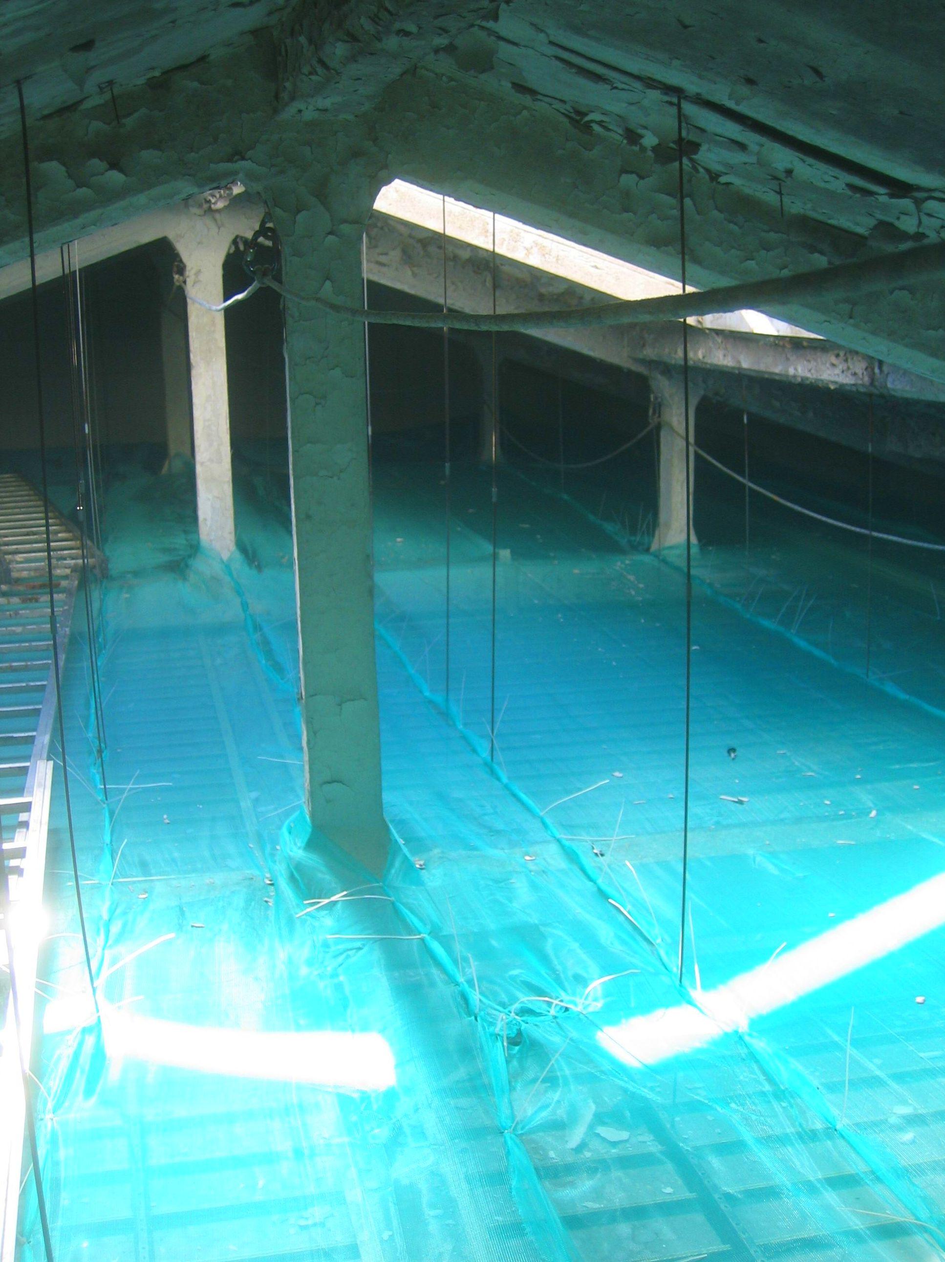 Instalación de red de protección  bajo cubierta. Trabajos verticales Santander.