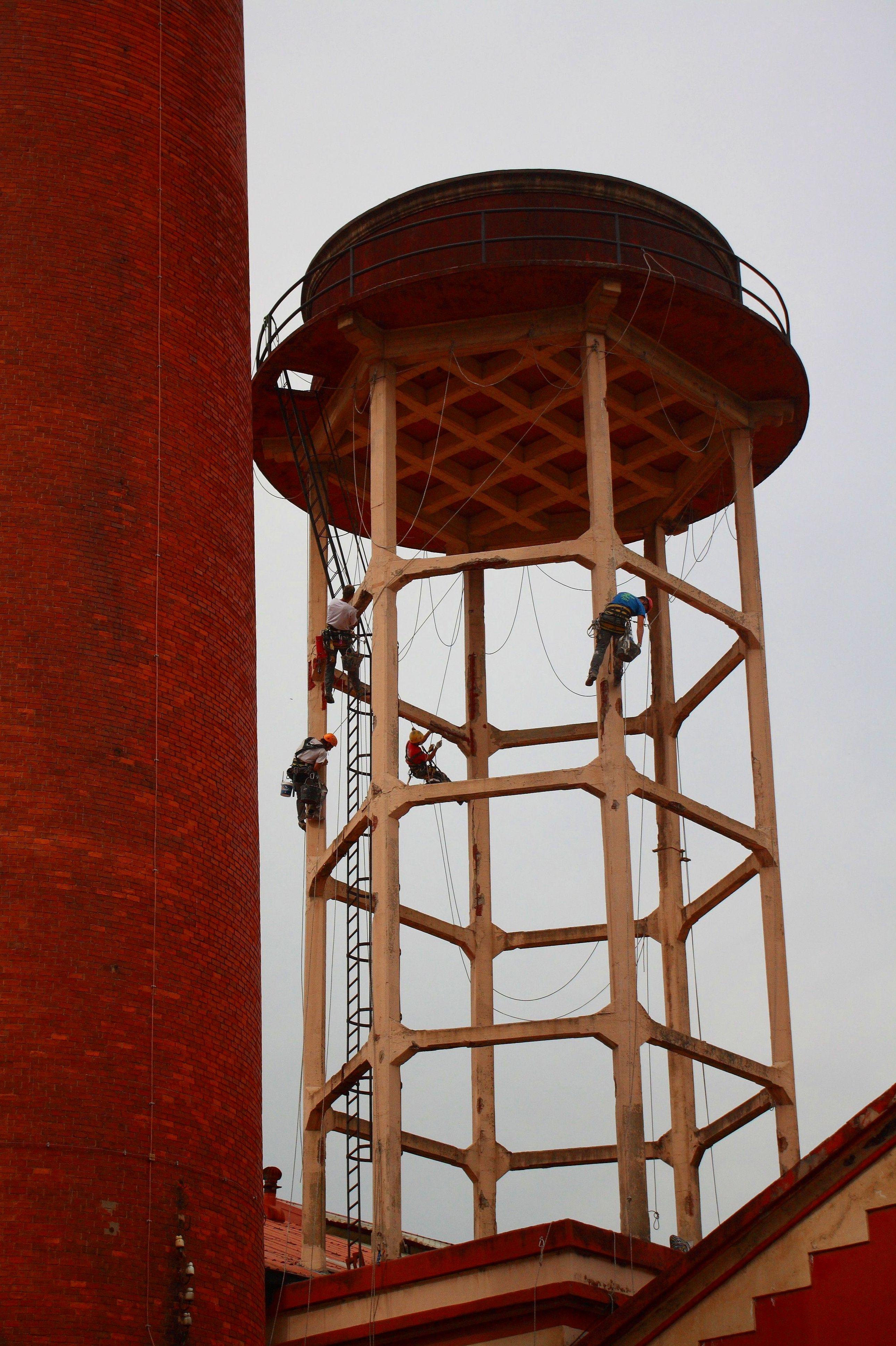 Trabajos verticales en la Feria de muestras de Torrelavega.  Reparación de hormigón.