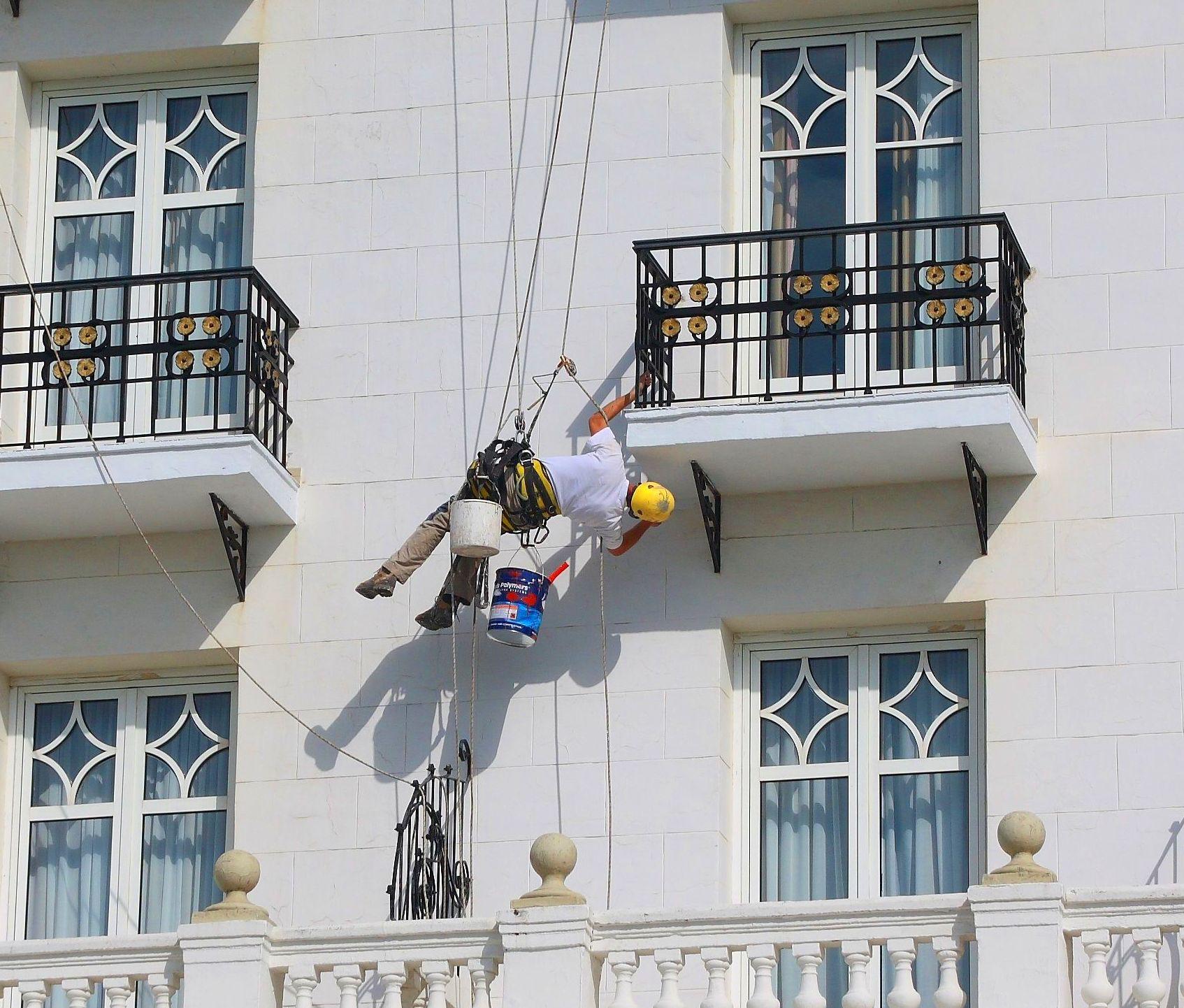 Trabajos de mantenimiento de fachada Hotel Real Santander.