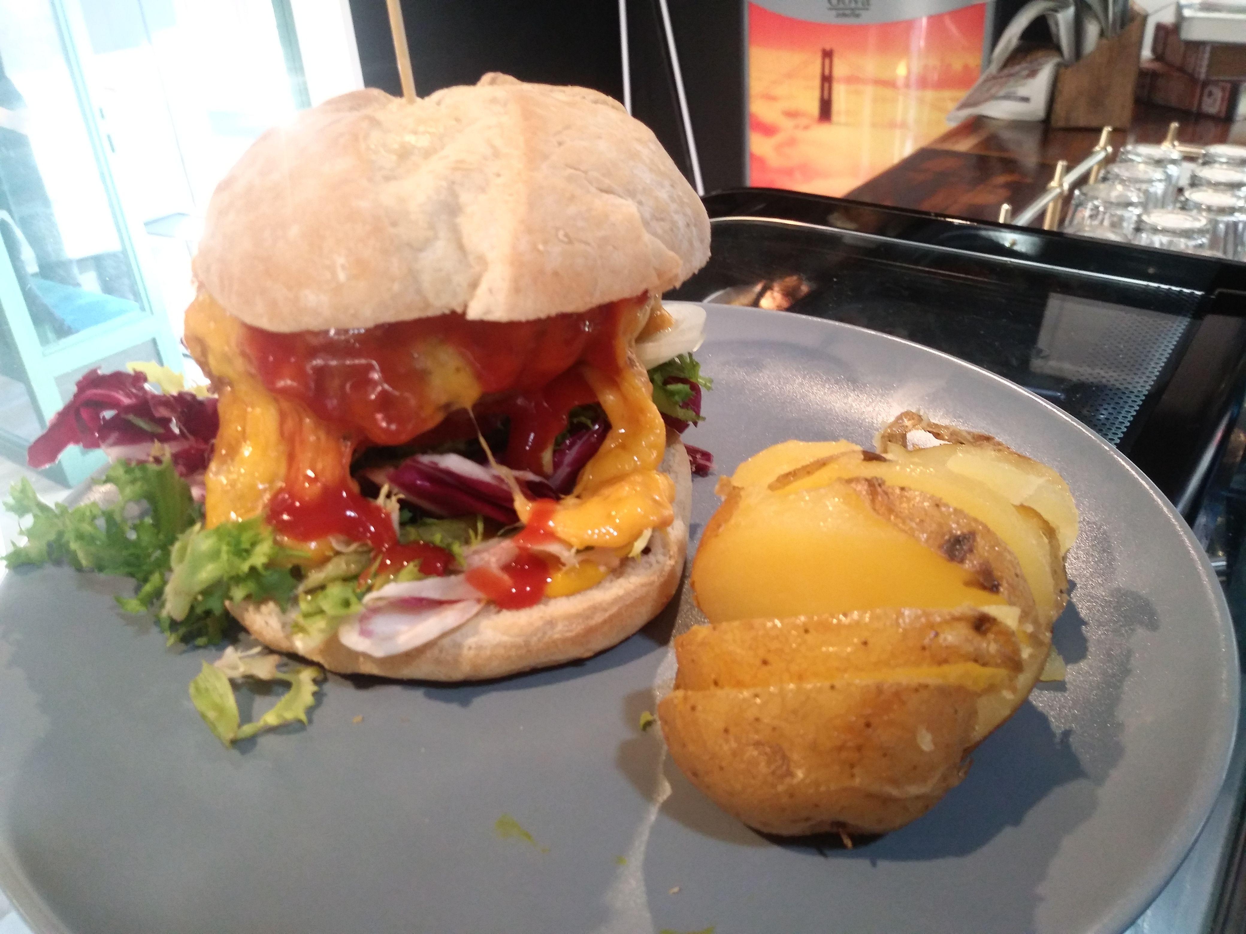 ¿Eres un amante de las hamburguesas? Prueba la nuestra