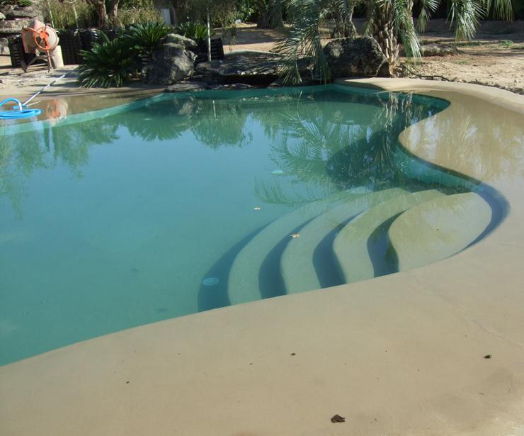 Piscina de fibra de vidrio terminación arena en Dos Barrios ( Toledo )