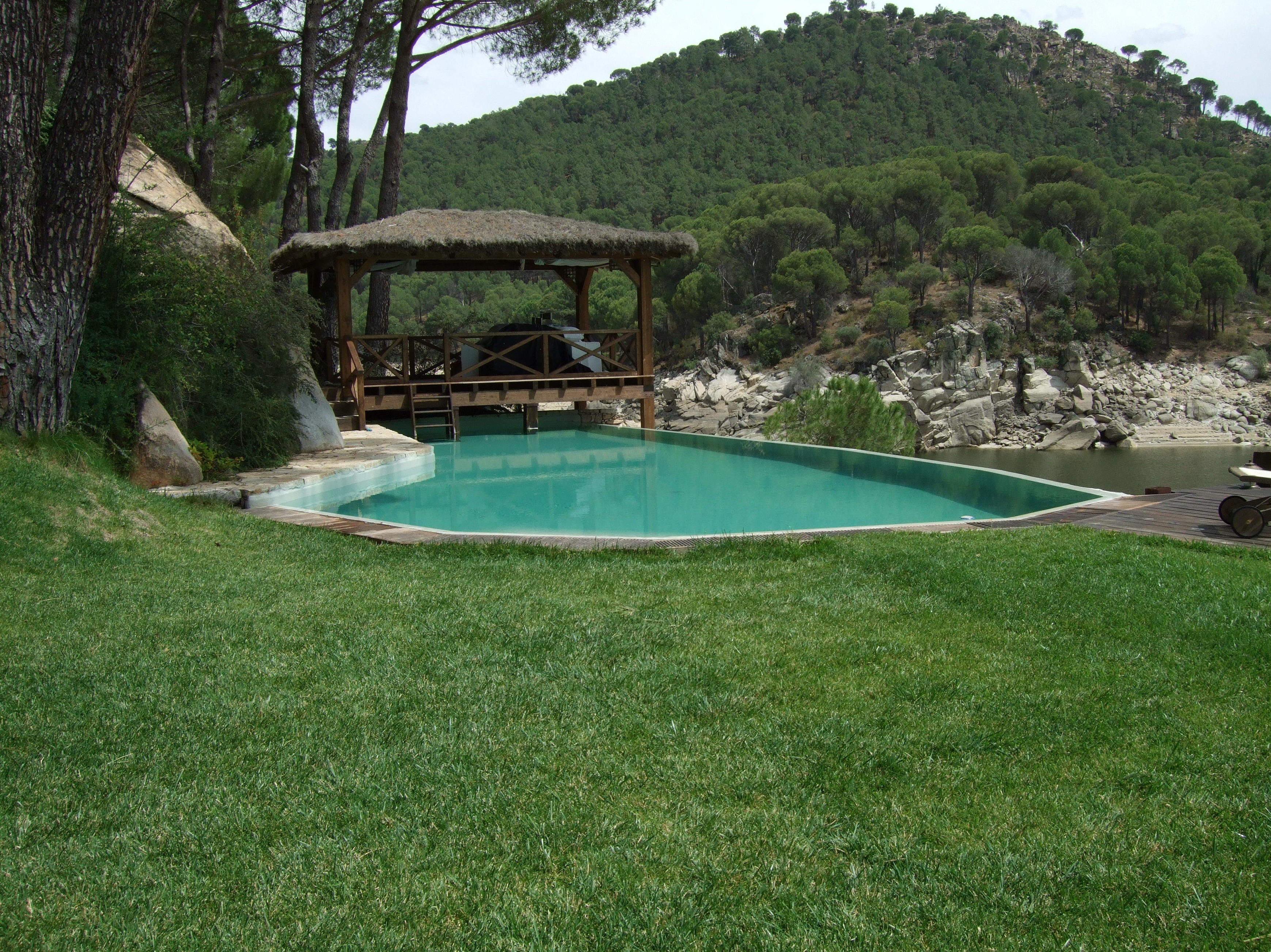 Restauración de piscina en poliéster de fibra de vidrio en Pelayos de la presa (Madrid)
