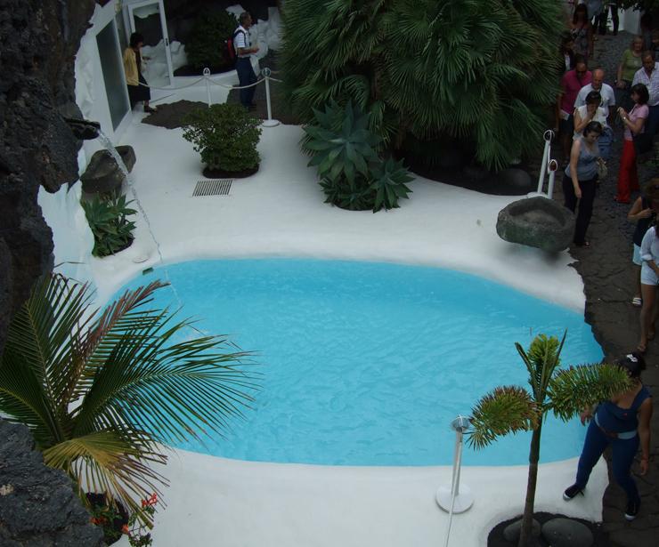 Revestimientos de  piscinas, nos adaptamos a cualquier terreno