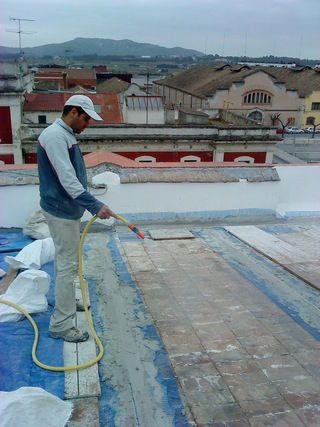 Restauración de cubiertas en Cornellà