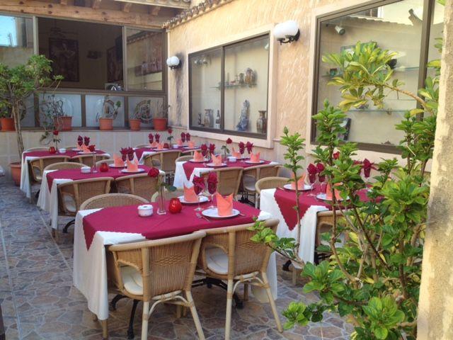Restaurante asiático con gran terraza
