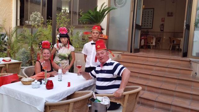 Restaurante asiático con gran variedad de comida tailandesa