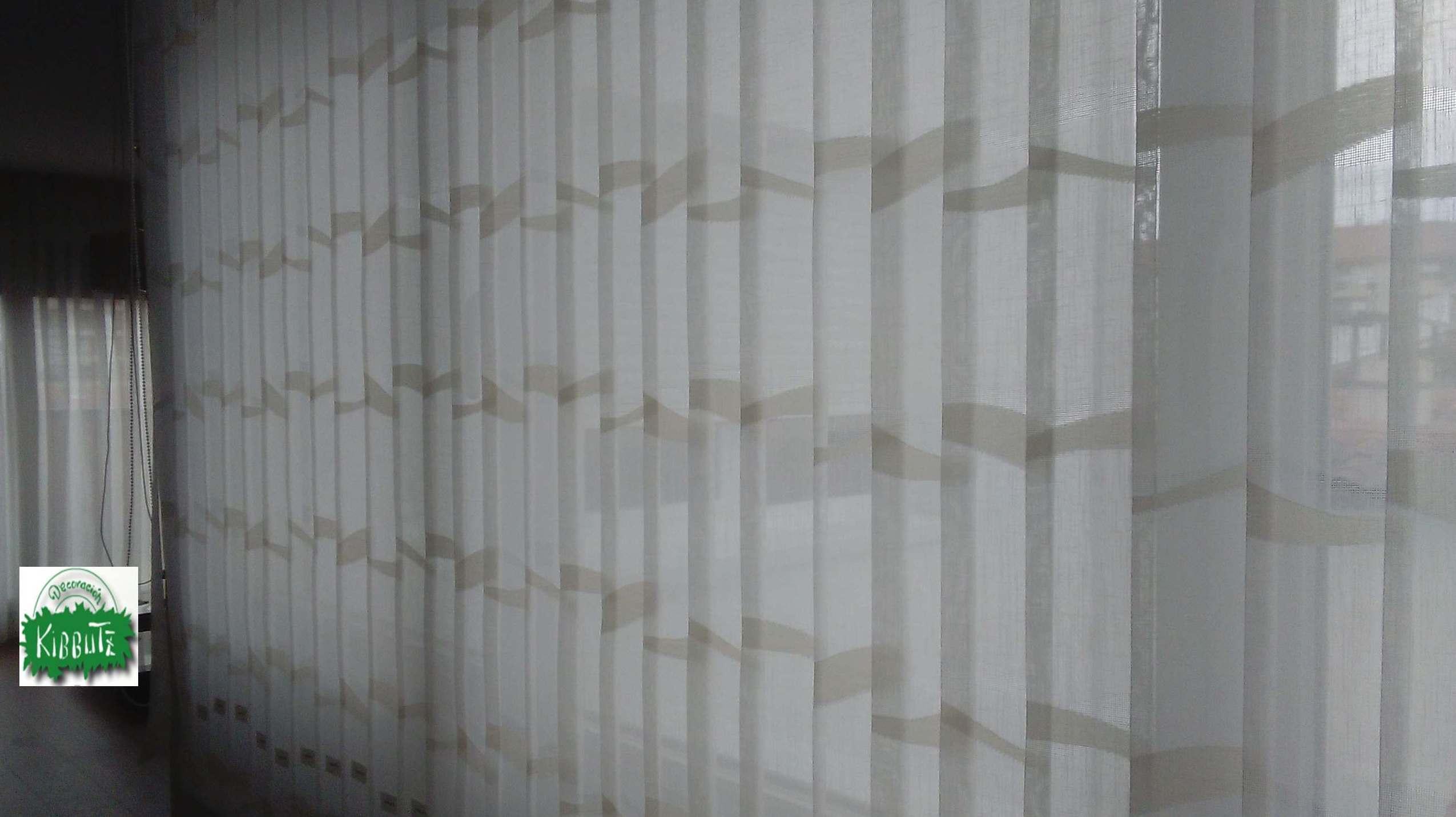 Cortinas de lamas verticales en Vitoria\u002DGasteiz
