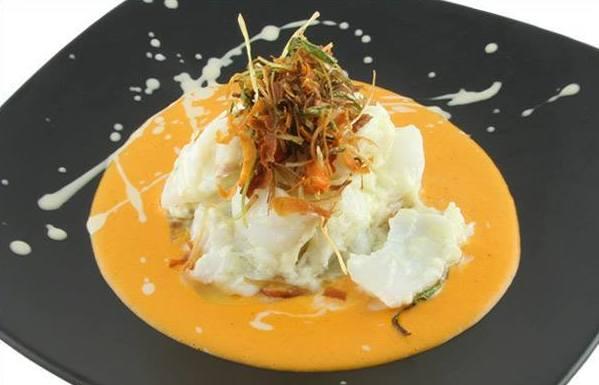 Láminas de Bacalao al Pil Pil con Salsa de Piquillo