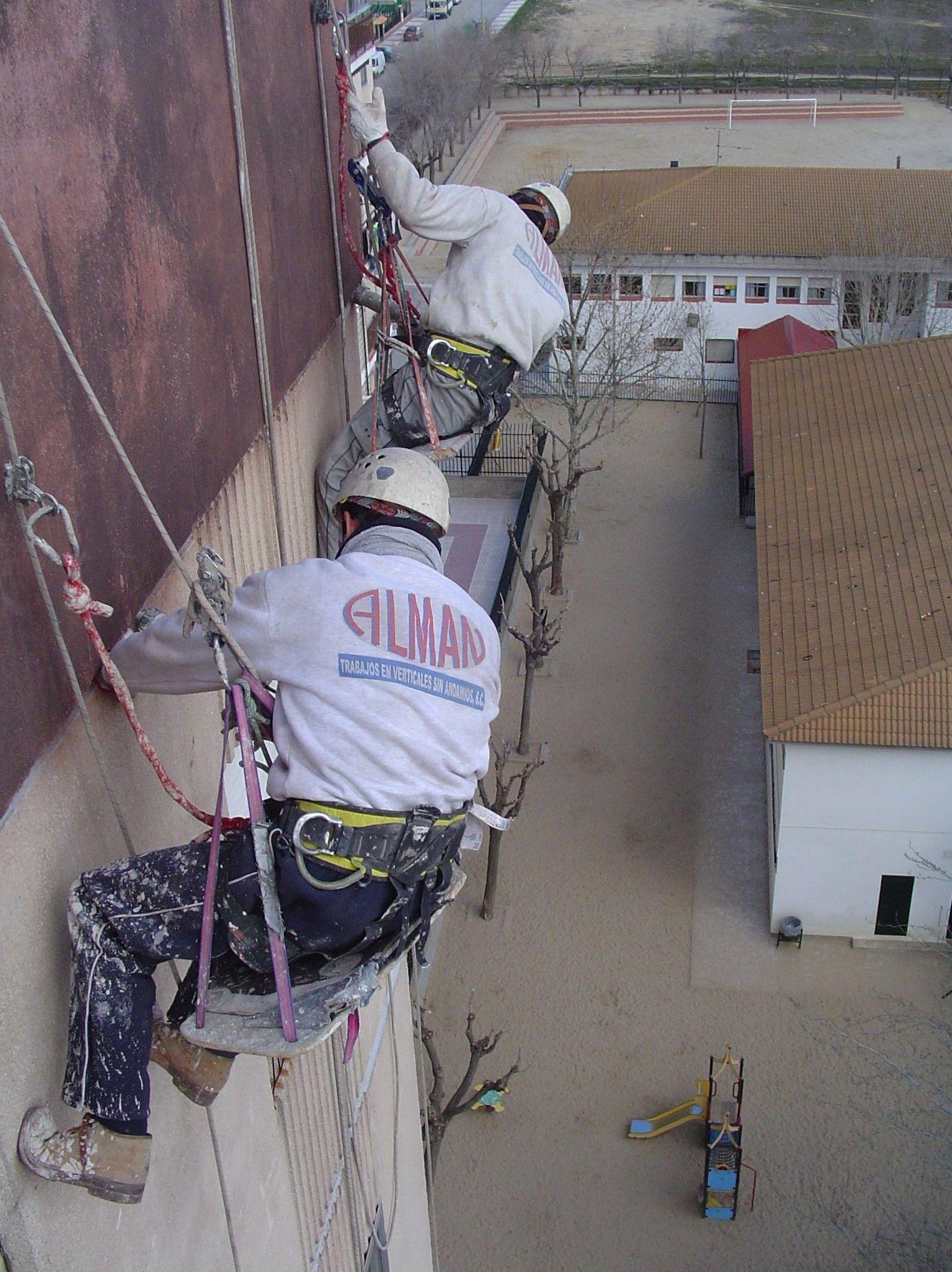 Rehabilitación de fachadas con trabajos verticales
