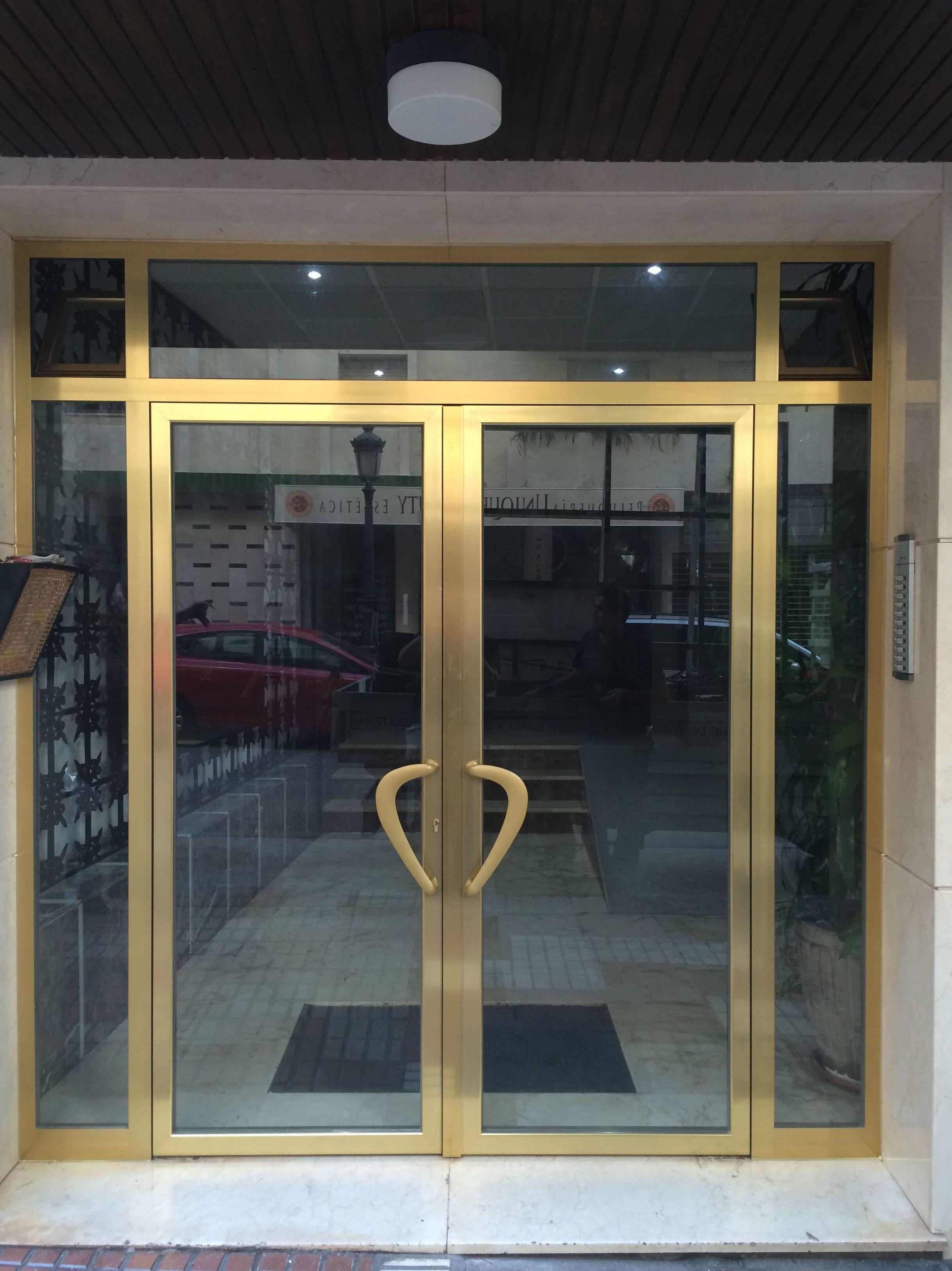 Puerta de entrada  a portales: Catálogo de Aluminios Aludecor Marbella