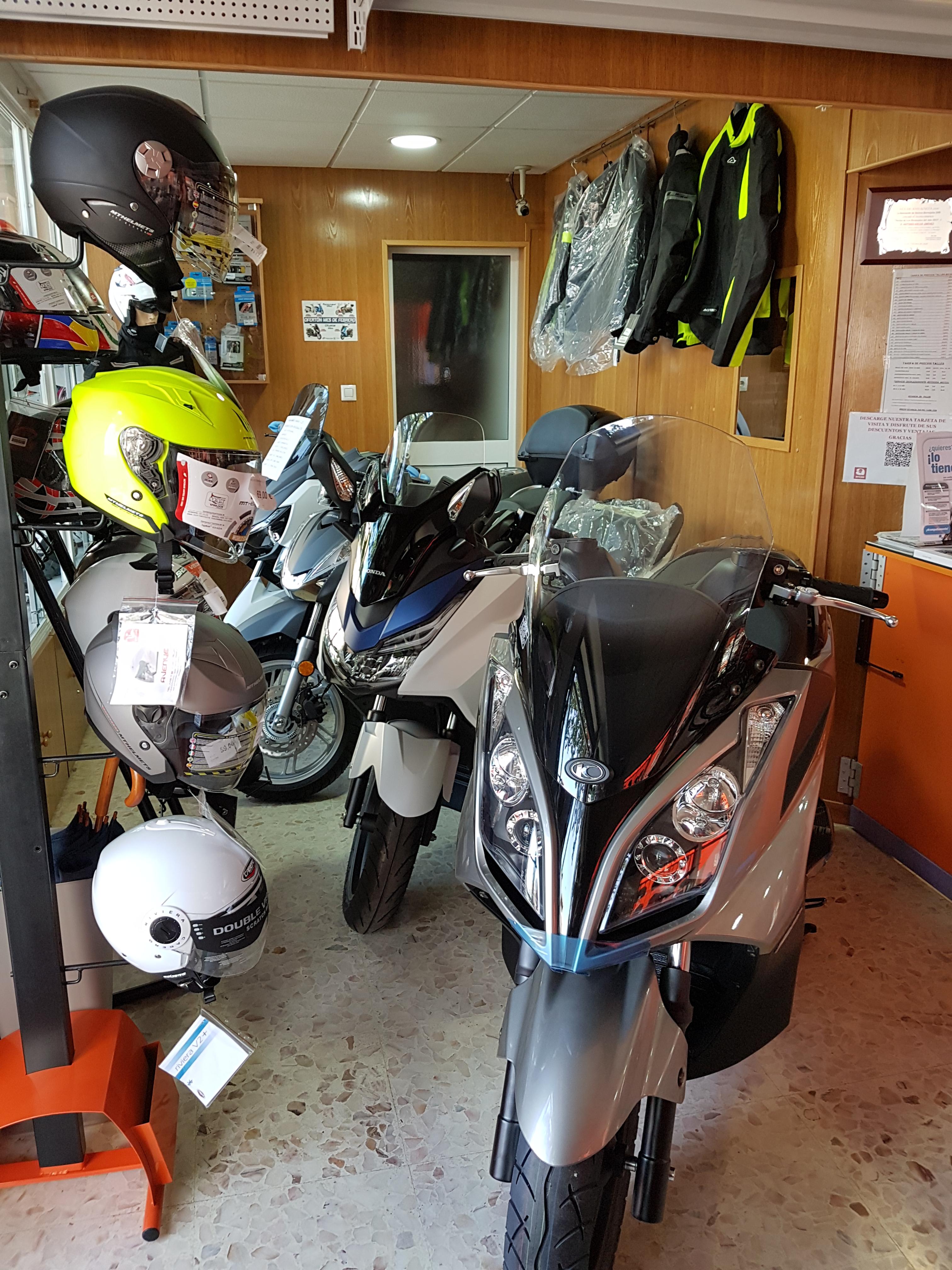 Moto de cortesía: Productos y servicios de Arcas Motos y Bicis