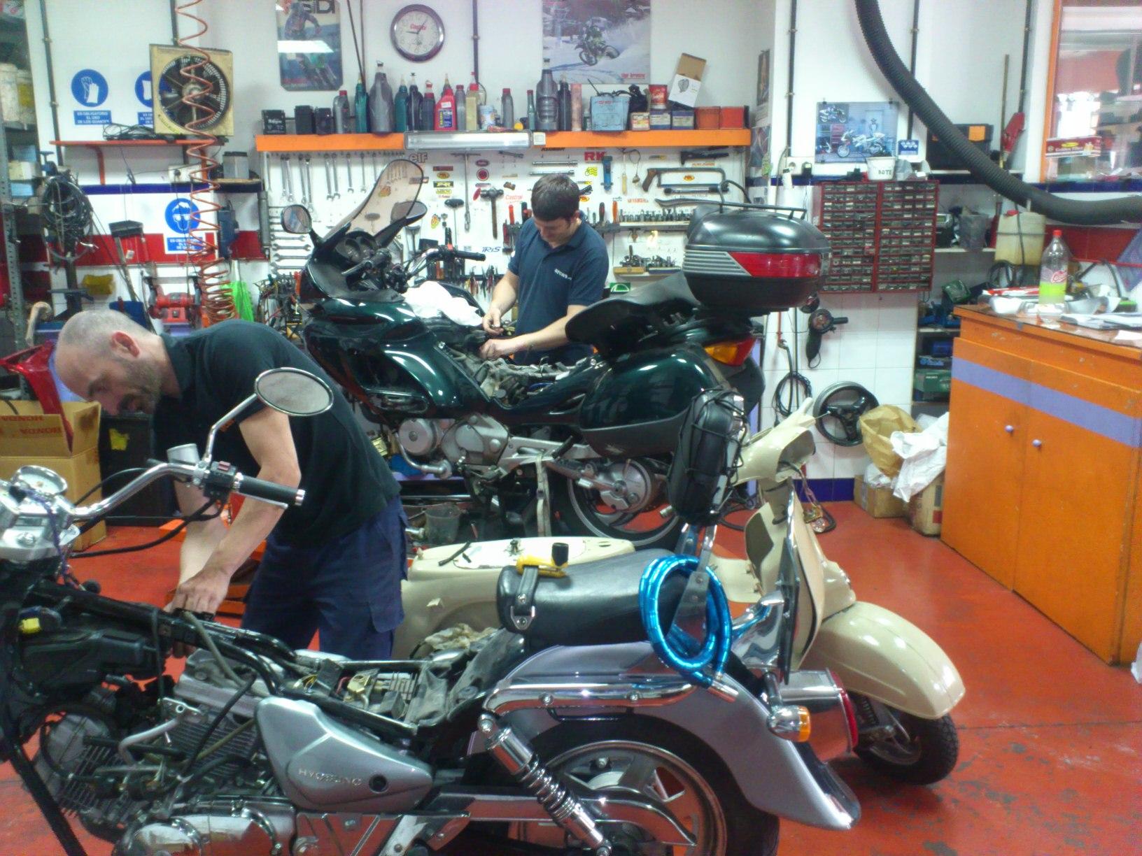 Horario taller: Productos y servicios de Arcas Motos y Bicis