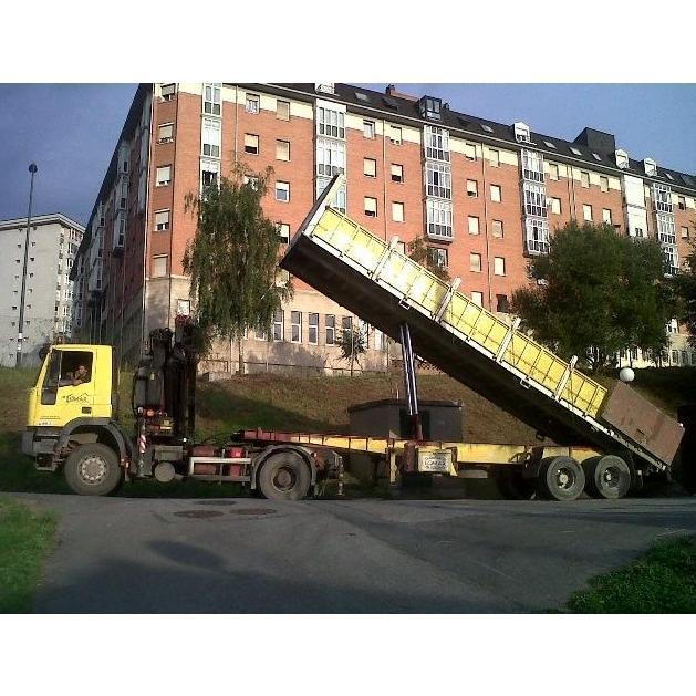 Camión grúa volquete: Servicios of Transportes y Grúas Lomax