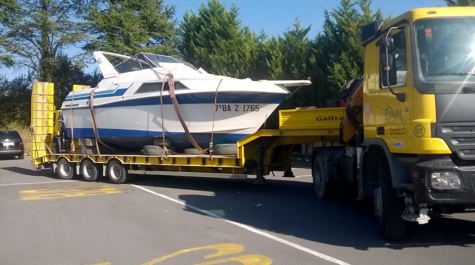 Transporte de embarcaciones con gondola con grua
