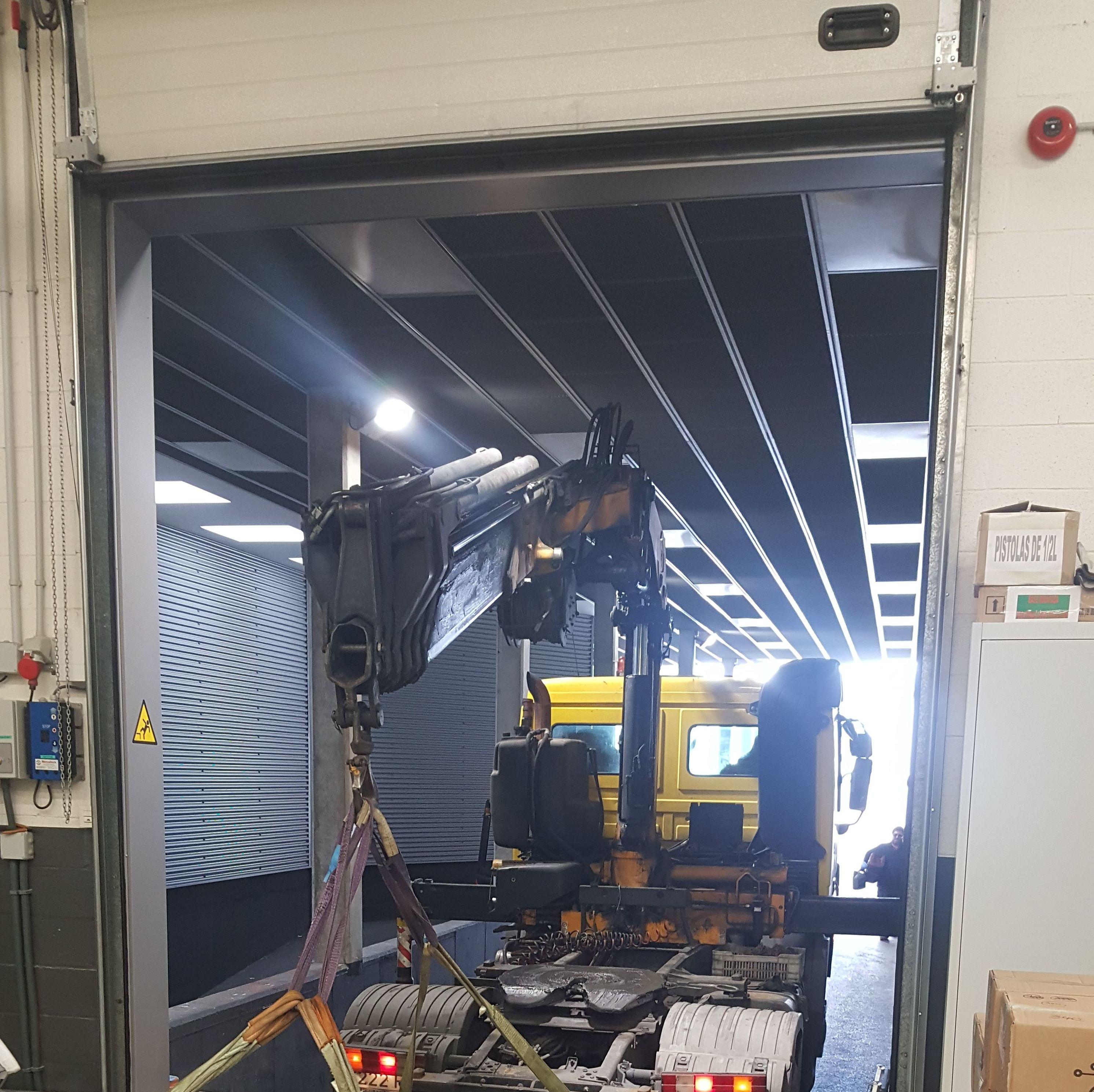 Hizado de muelle de carga en espacio confinado