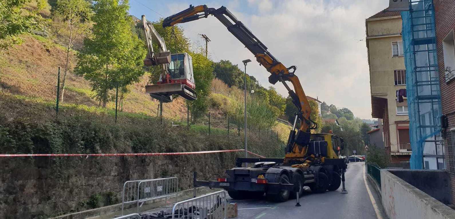 Foto 13 de Grúas para la construcción y la industria en Burceña | Transportes y Grúas Lomax