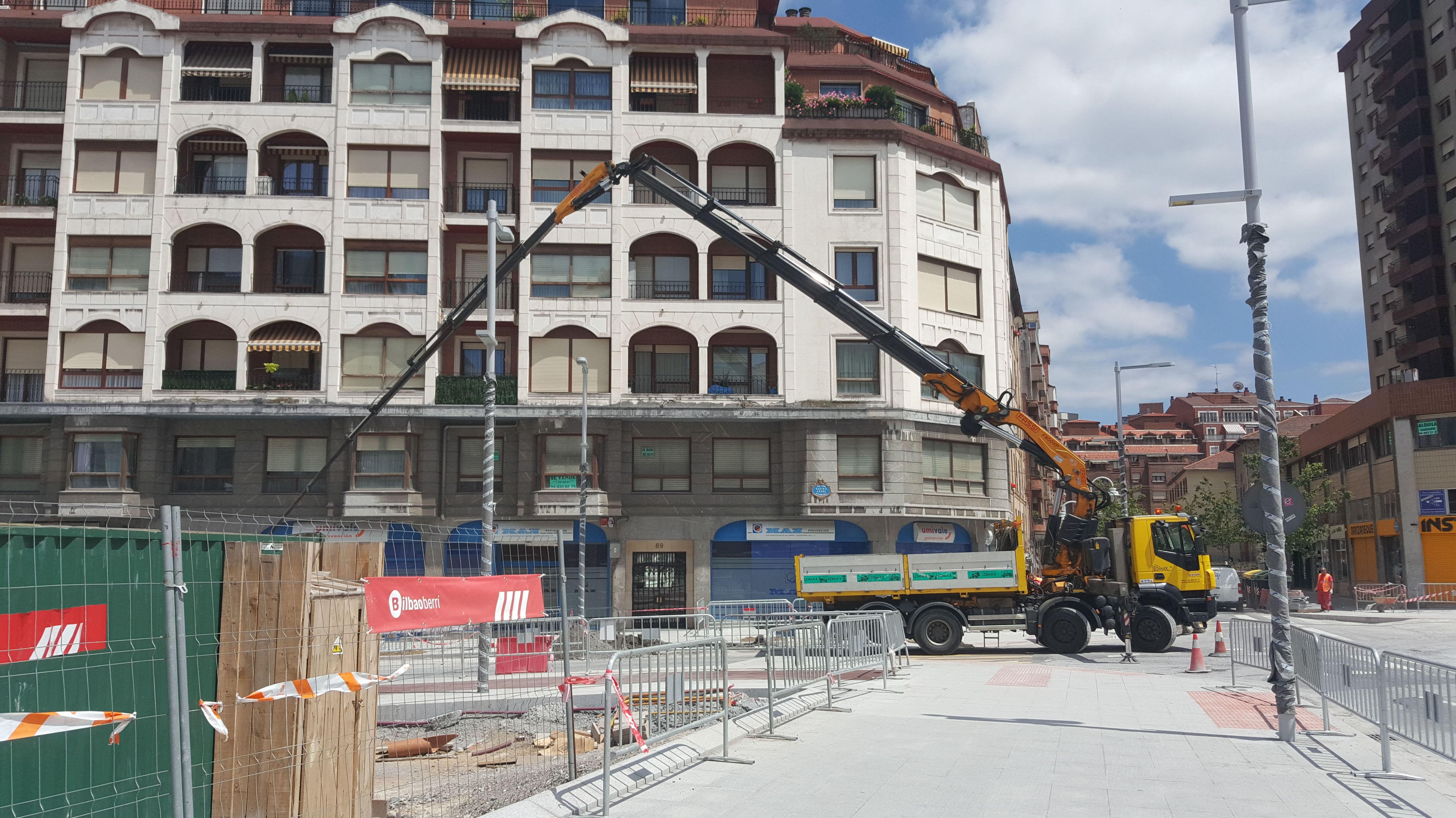 Trabajos con camion grua en Bilbao