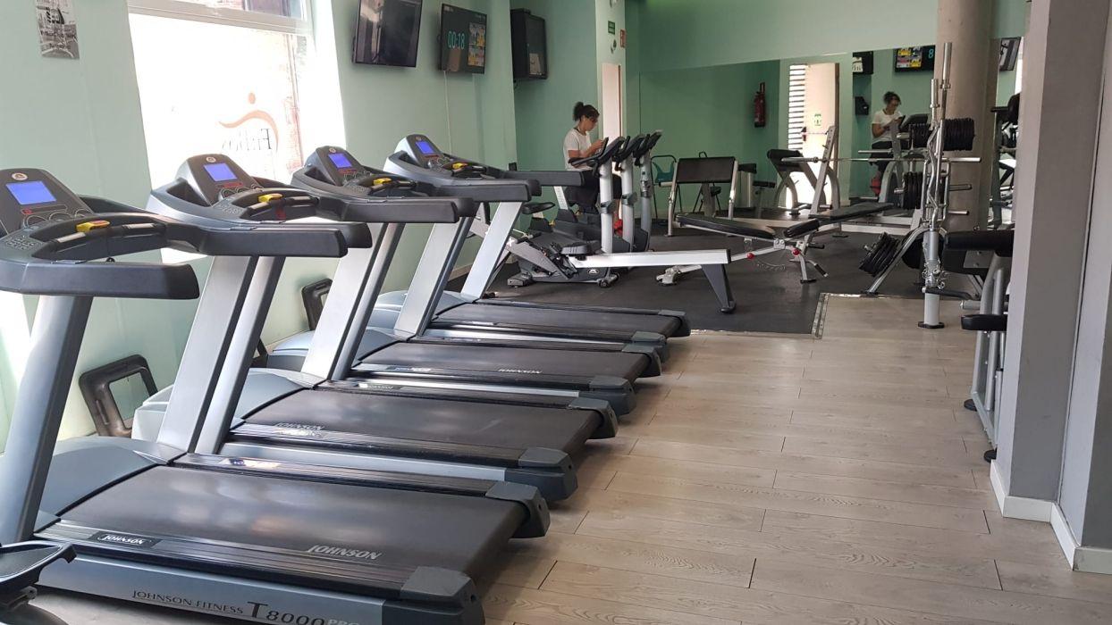 Centro deportivo con sala fitness en Humanes