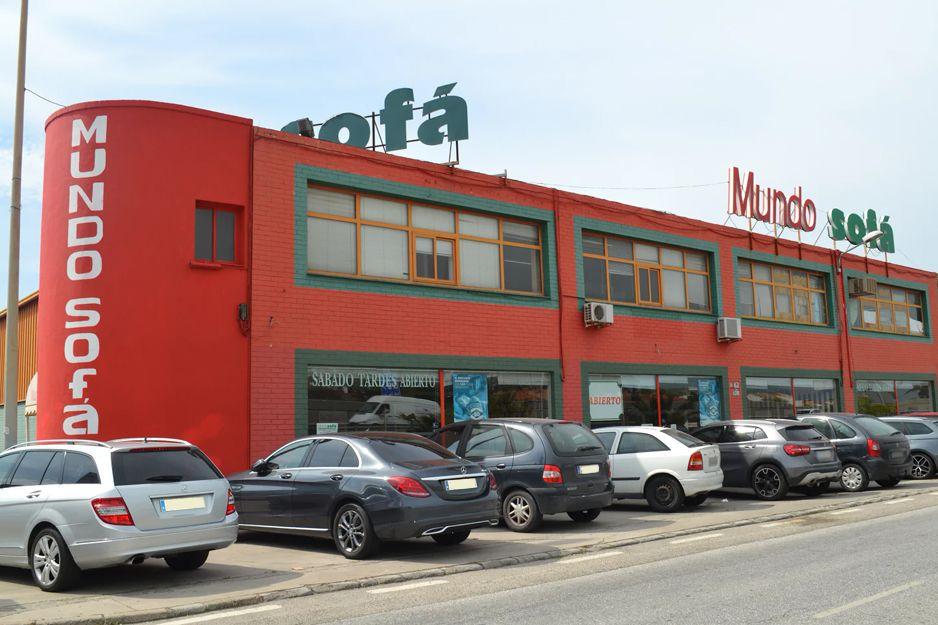 Exterior de nuestra tienda de sofás y tresillos en Los Barrios, Cádiz