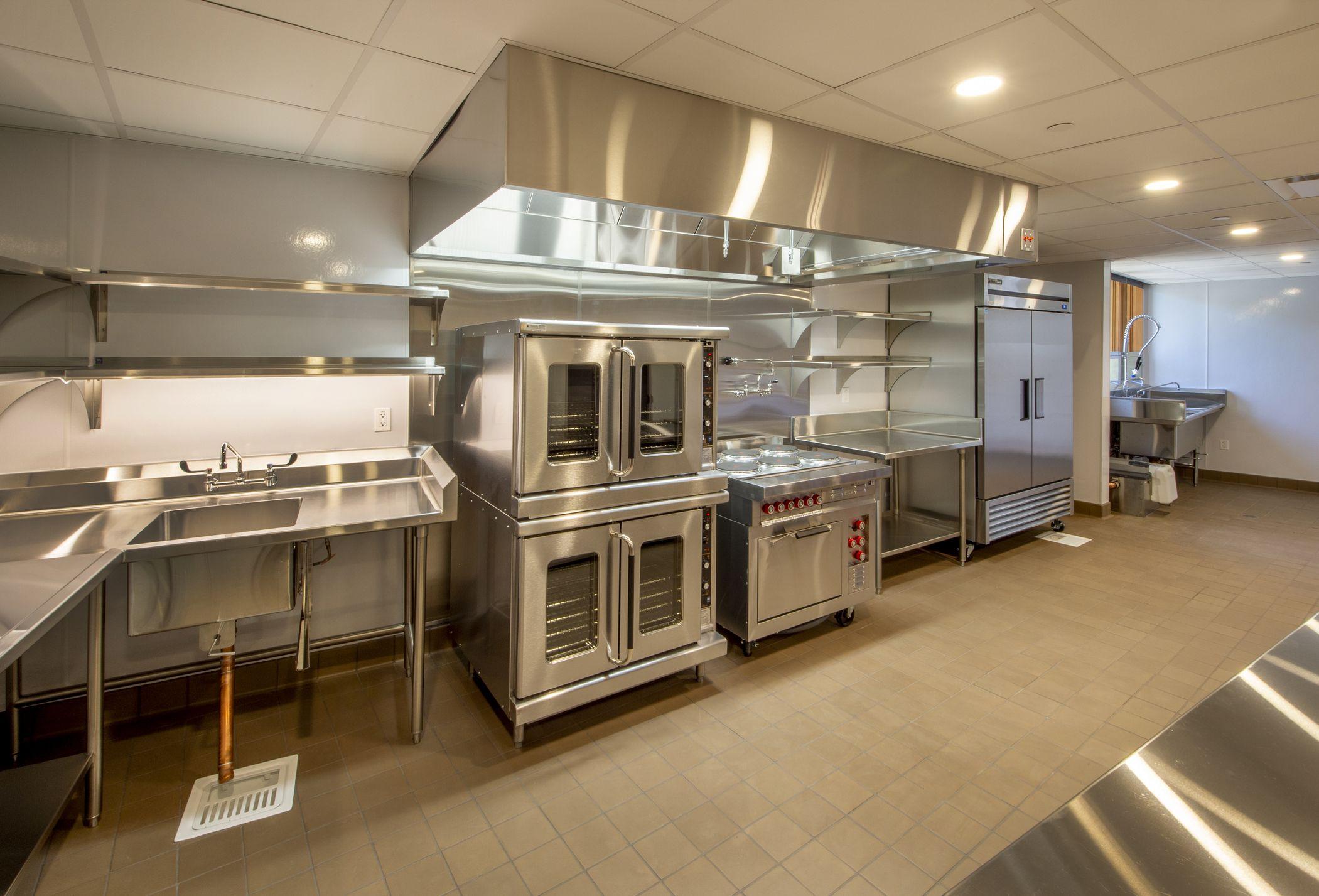Montaje de mobiliario de acero inoxidable para hostelería en Murcia