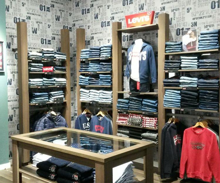 Mobiliario para tienda de ropa masculina