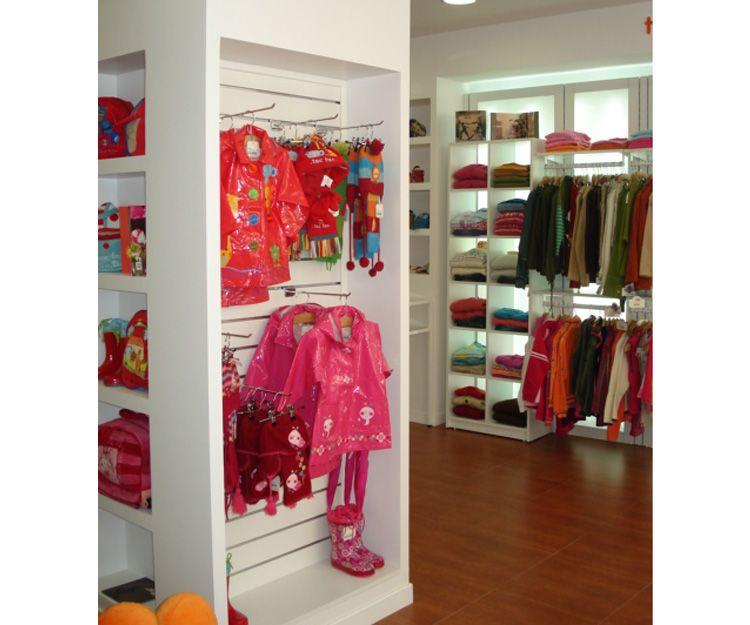Perchas para tienda de ropa infantil