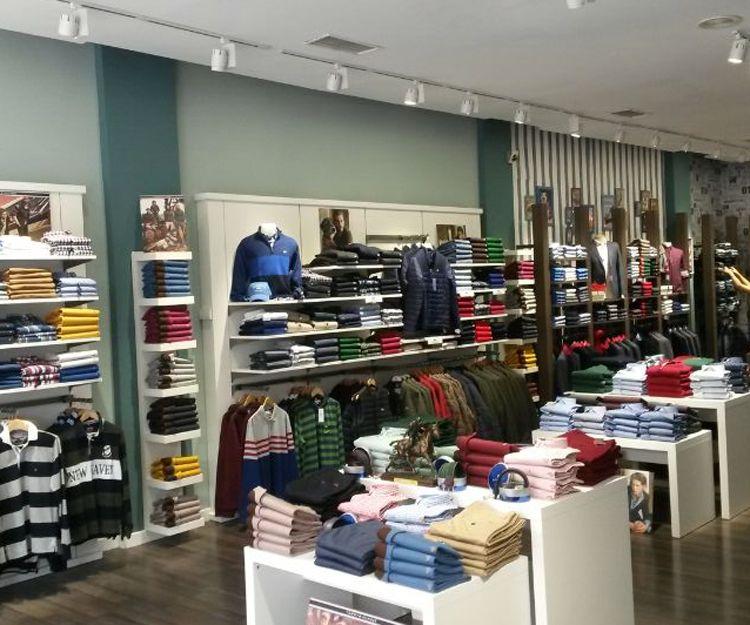 Estanterías para tienda de ropa