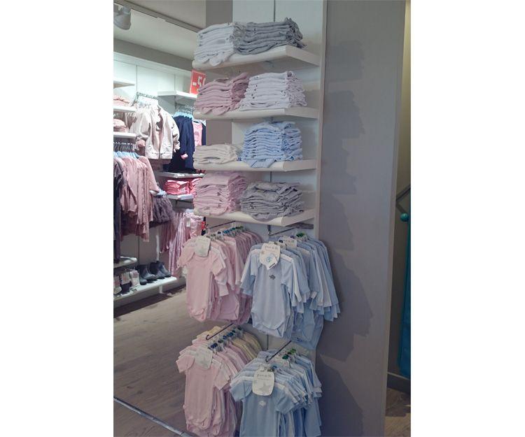 Mobiliario de tienda de ropa infantil