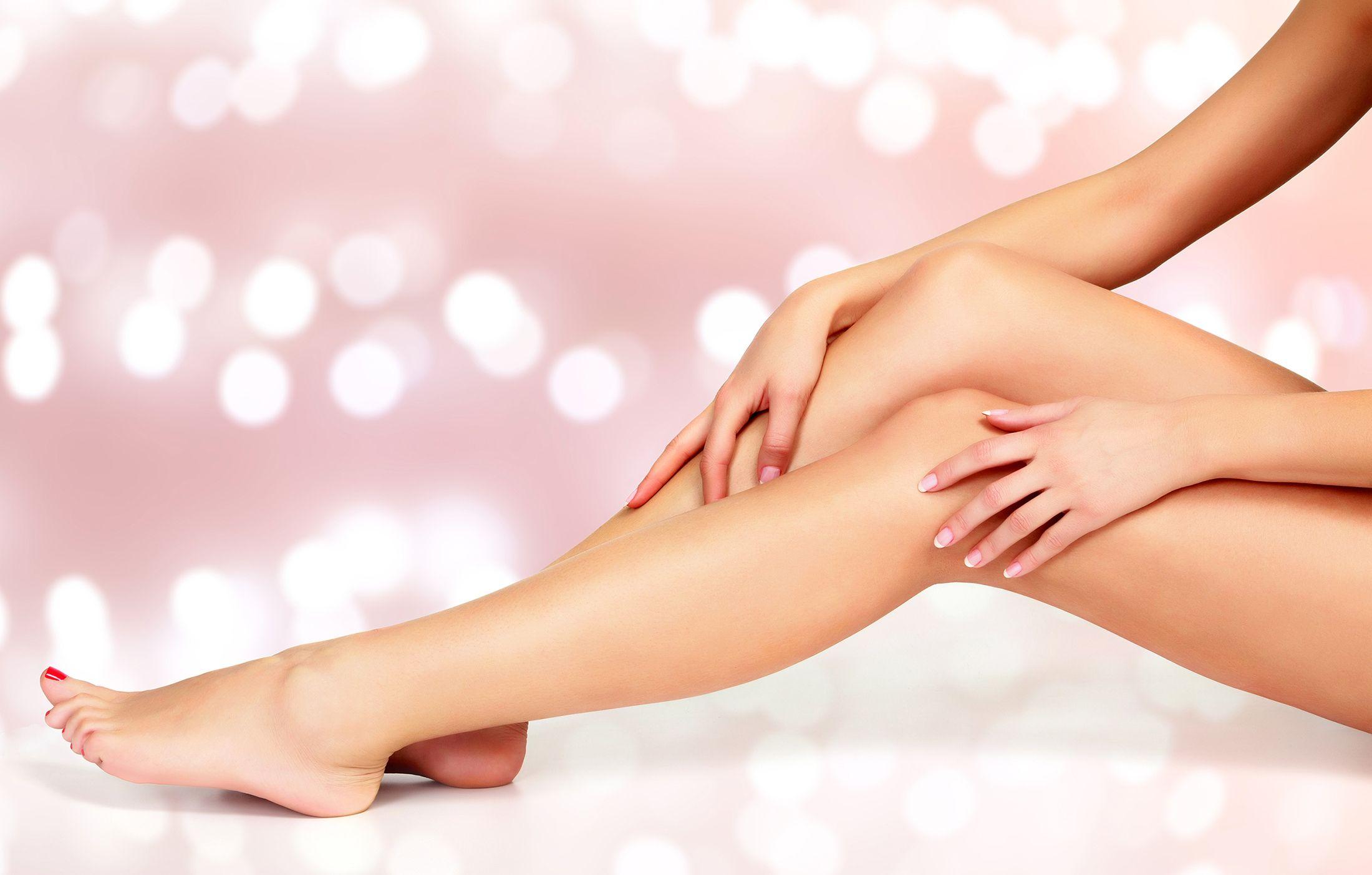 Luce unas piernas suaves y bonitas