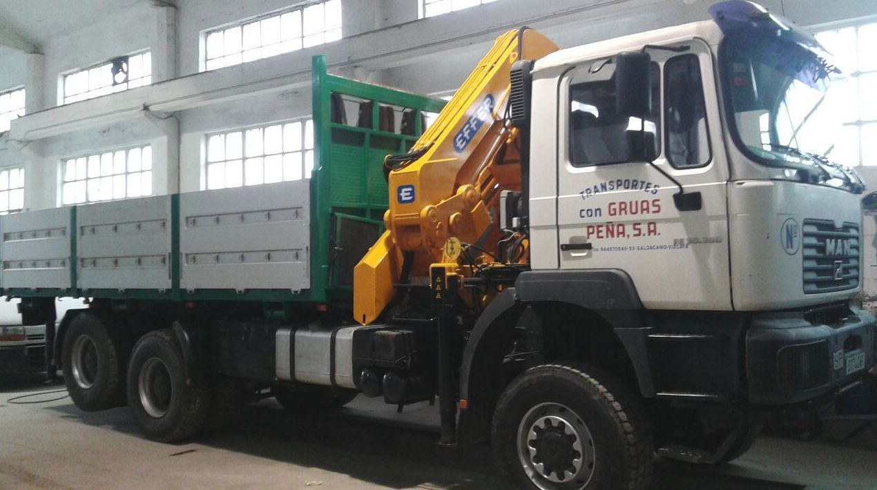 Foto 2 de Alquiler de camiones con grúa en Barakaldo | Camiones con Grúas Peña