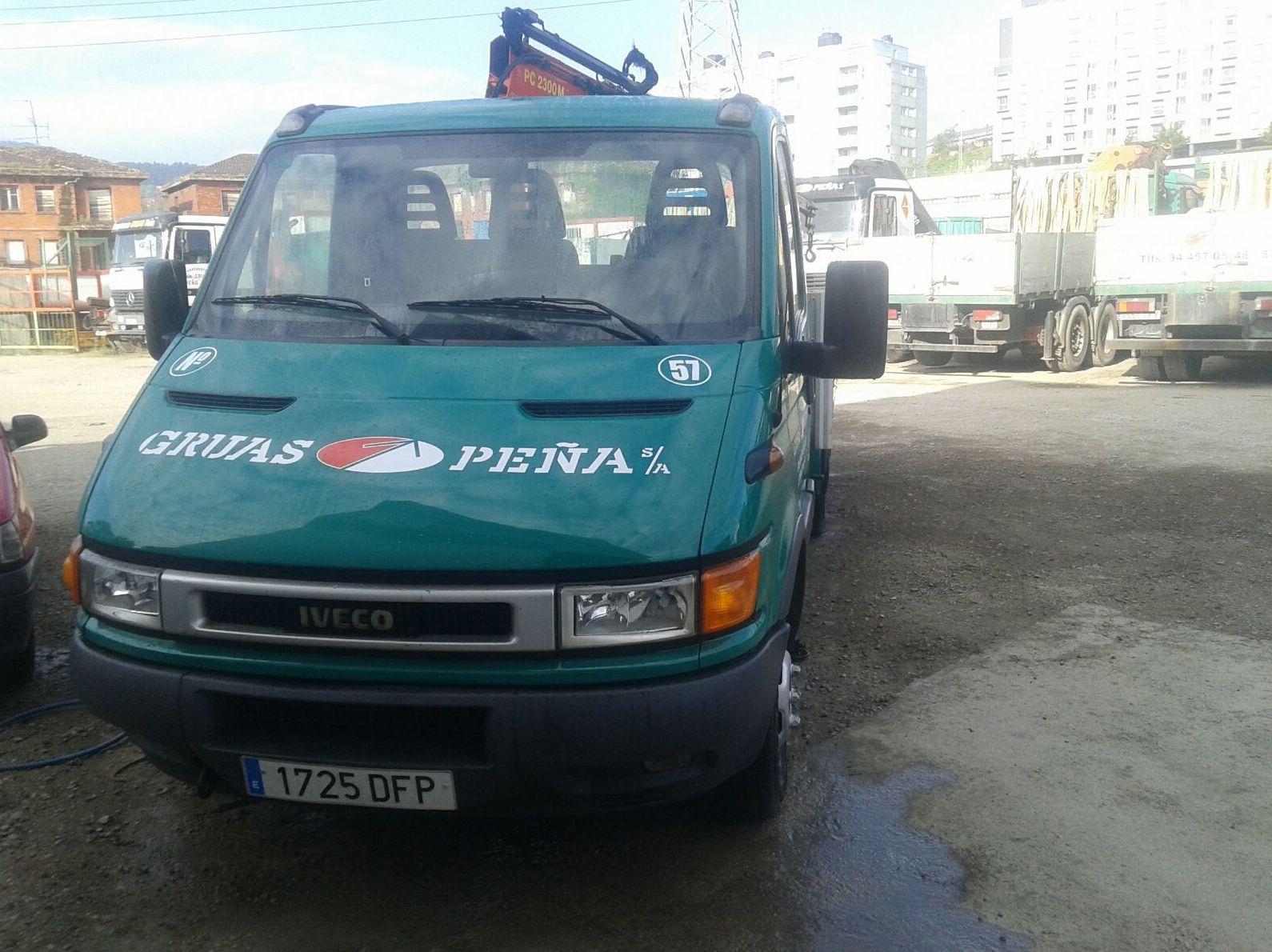 Foto 4 de Alquiler de camiones con grúa en Barakaldo | Camiones con Grúas Peña