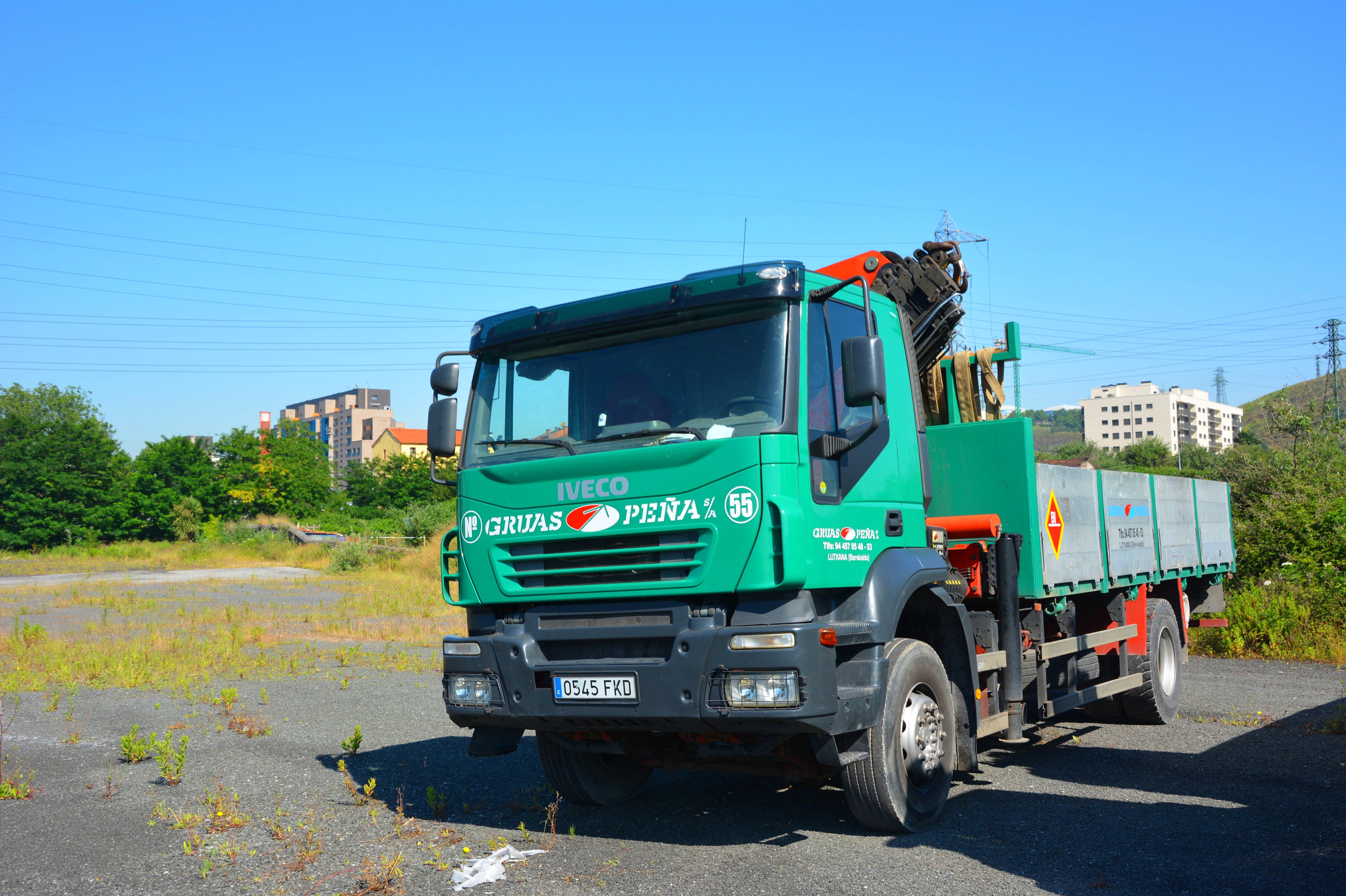 Foto 12 de Alquiler de camiones con grúa en Barakaldo | Camiones con Grúas Peña