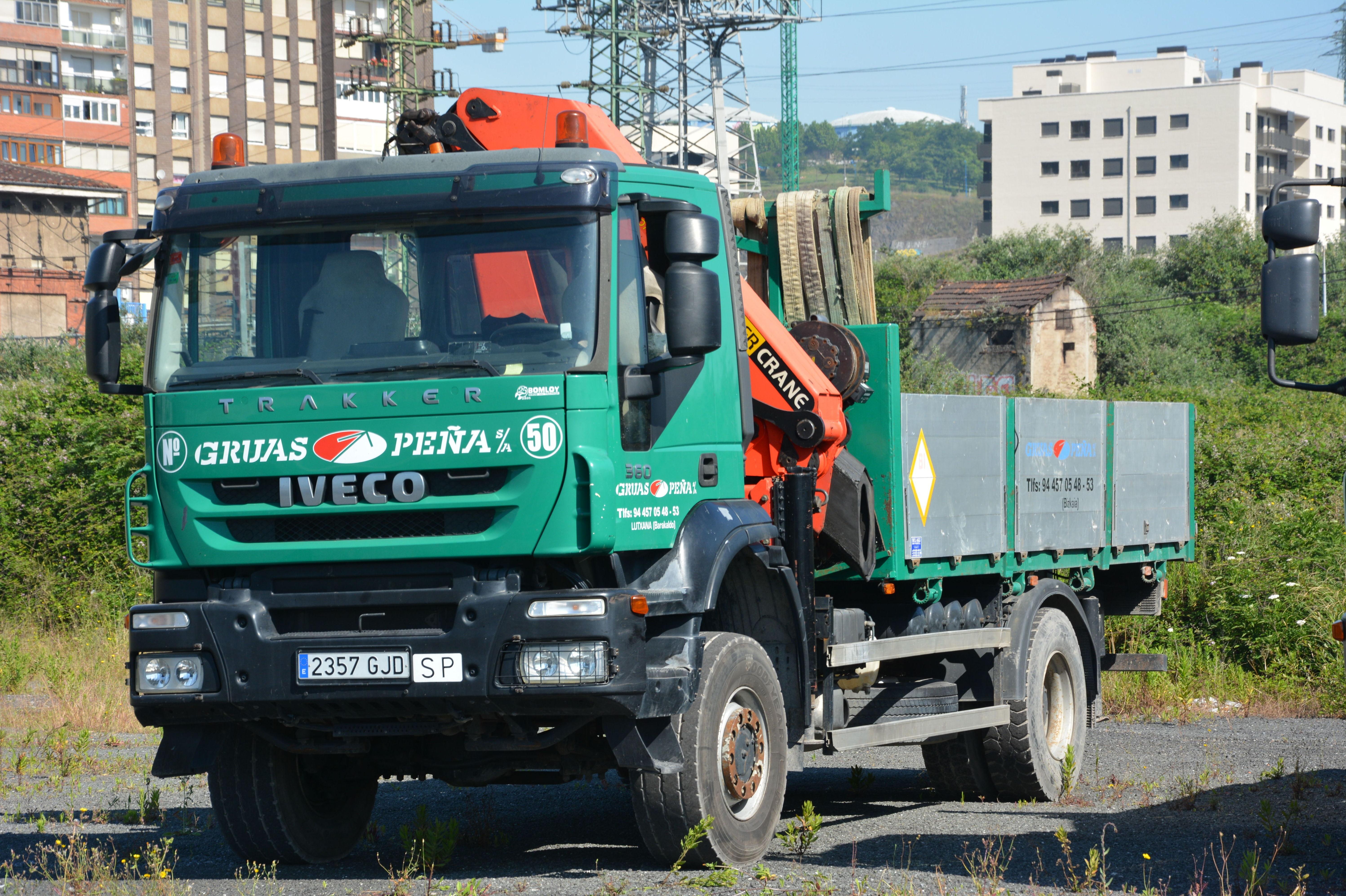 Foto 7 de Alquiler de camiones con grúa en Barakaldo | Camiones con Grúas Peña