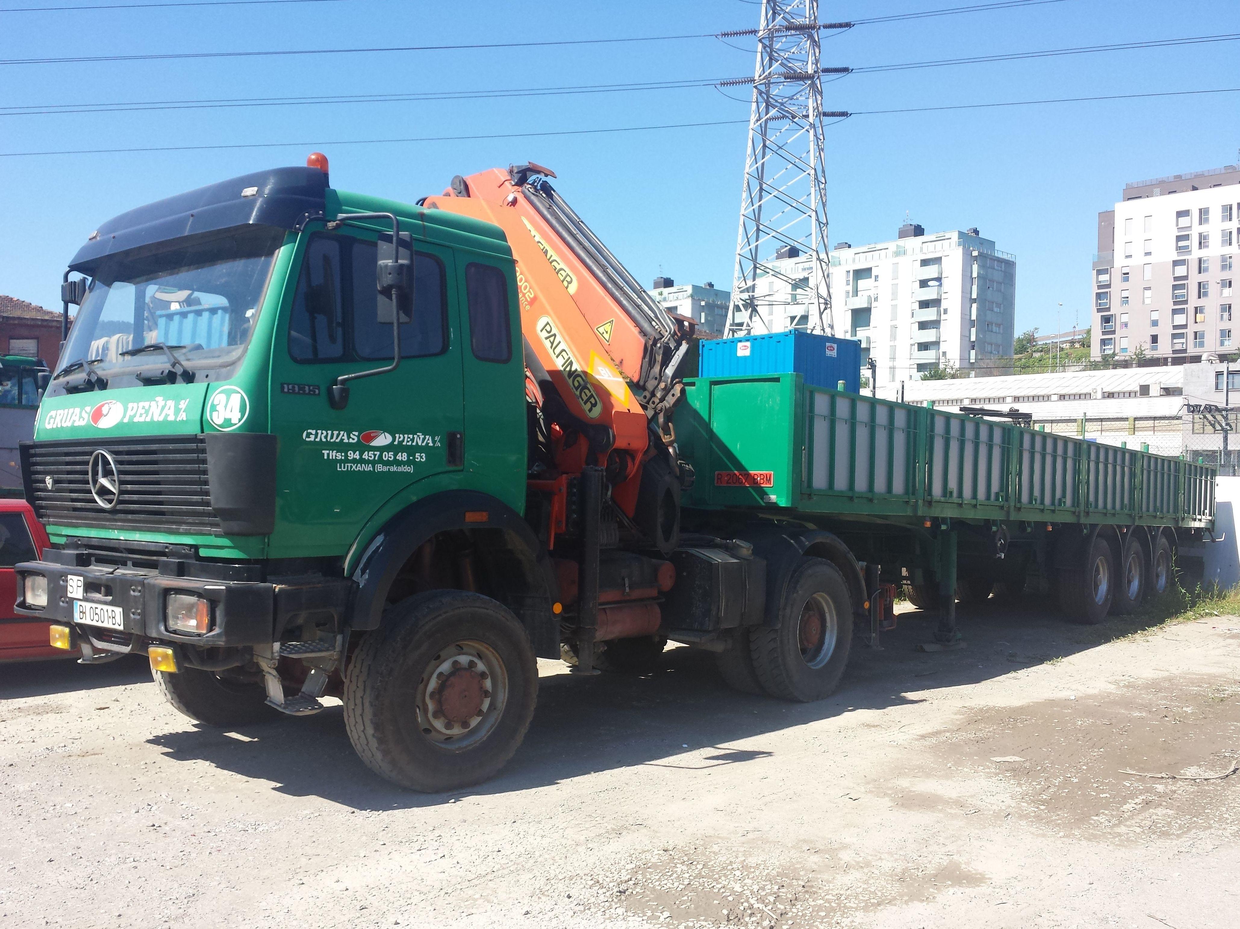 Foto 1 de Alquiler de camiones con grúa en Barakaldo | Camiones con Grúas Peña