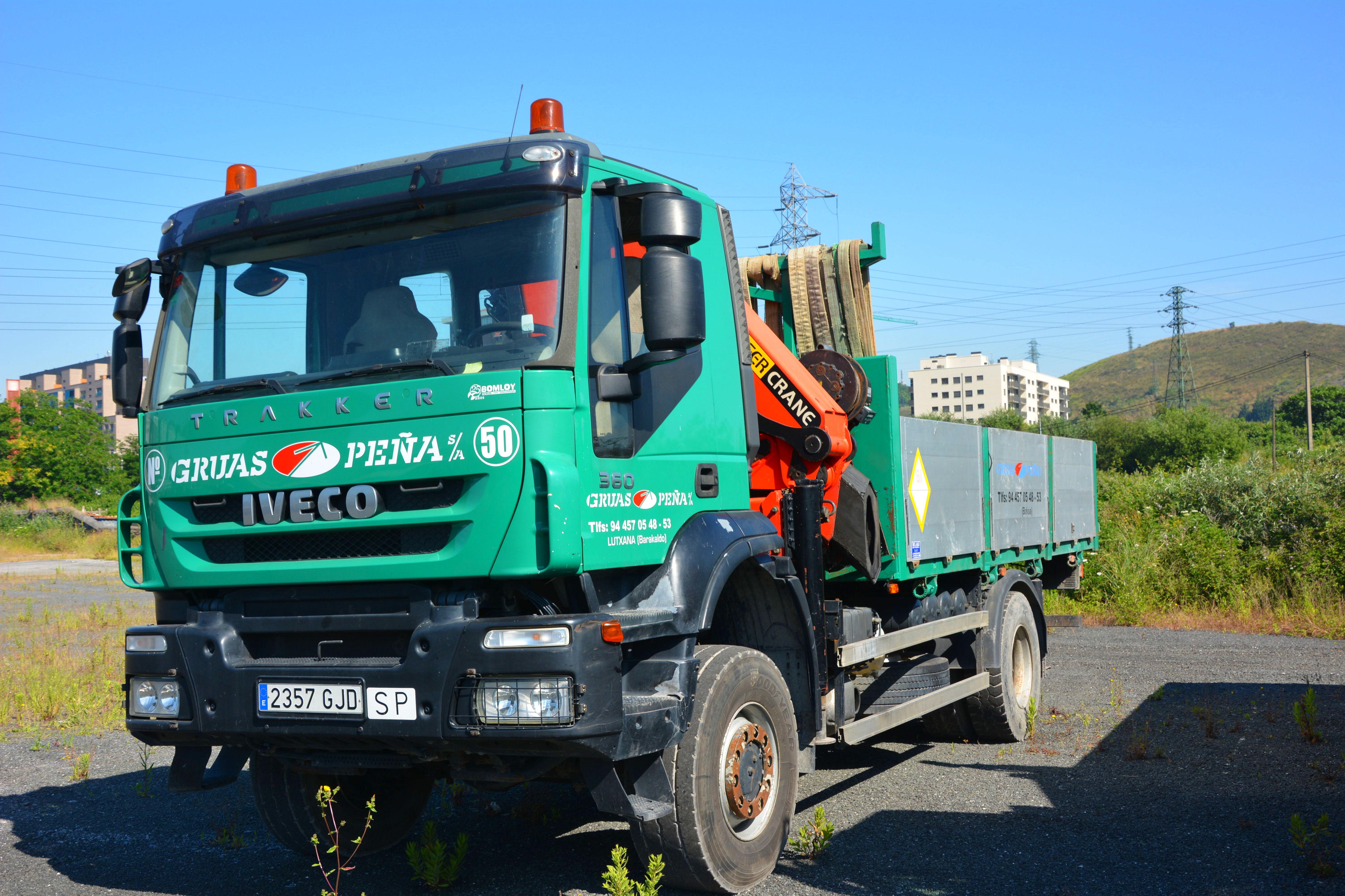 Foto 10 de Alquiler de camiones con grúa en Barakaldo | Camiones con Grúas Peña