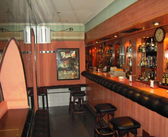 Foto 2 de Pubs y bares de copas en Madrid | Akhes Bar de Copas y Coktelería desde 1988