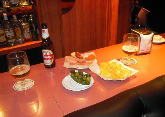 Foto 8 de Pubs y bares de copas en Madrid | Akhes Bar de Copas y Coktelería desde 1988