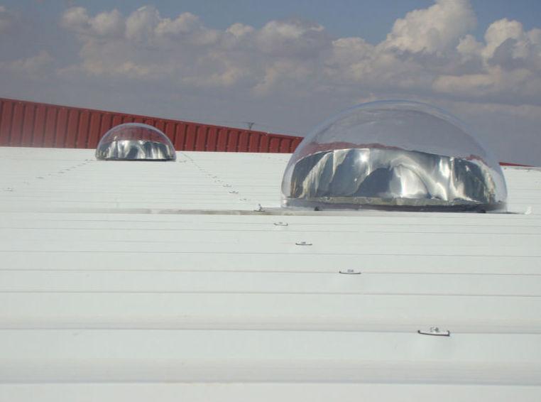 Instalación de iluminación natural mediante tubos solares