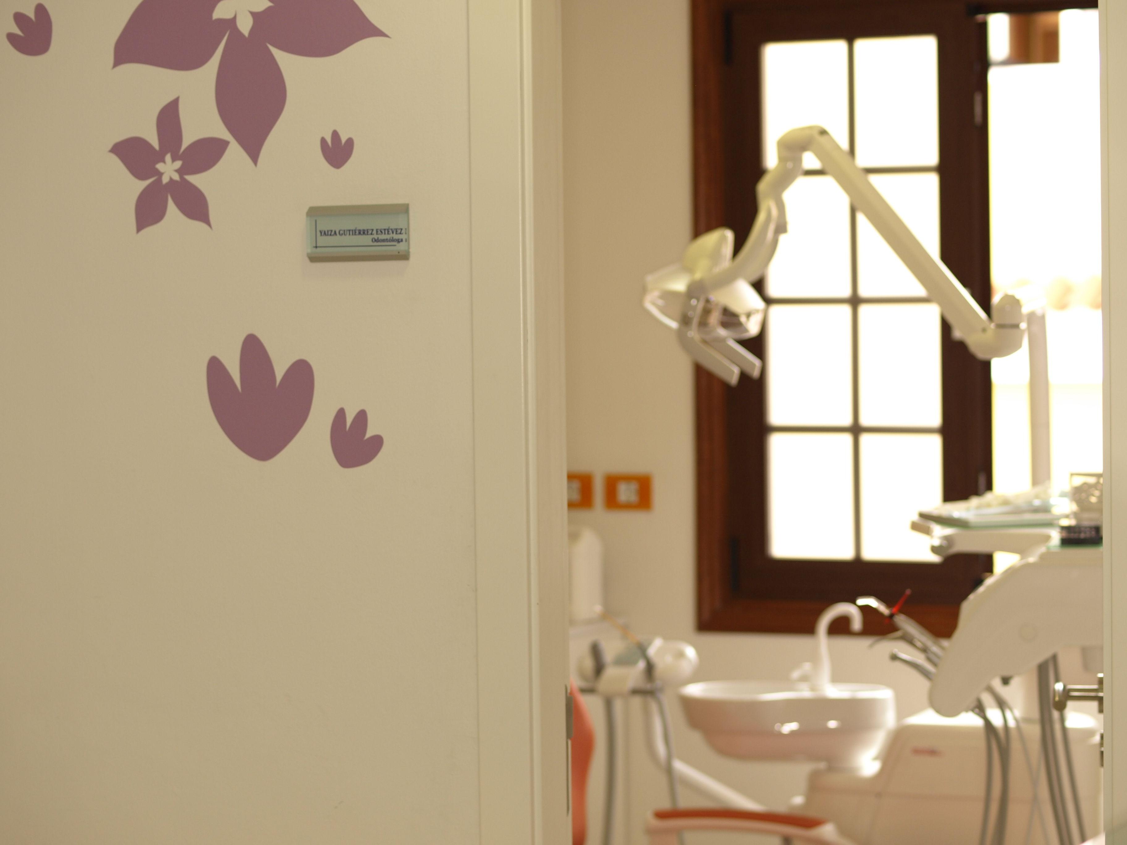 Foto 4 de Dentistas en La Victoria de Acentejo | Clínica Dental Yaiza Gutiérrez Estévez