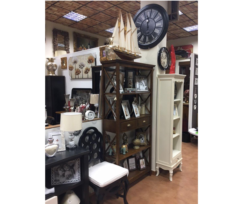 Venta de arte y antigüedades en muebles