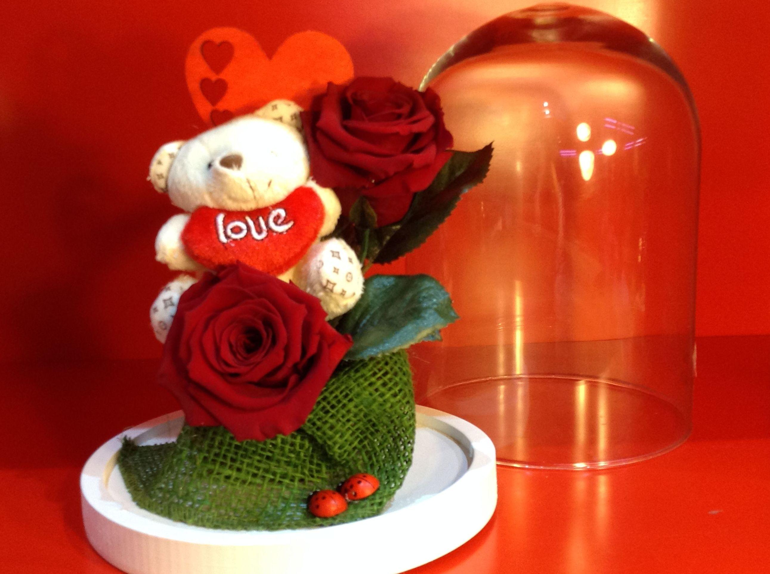Rosas eternas en cúpula.