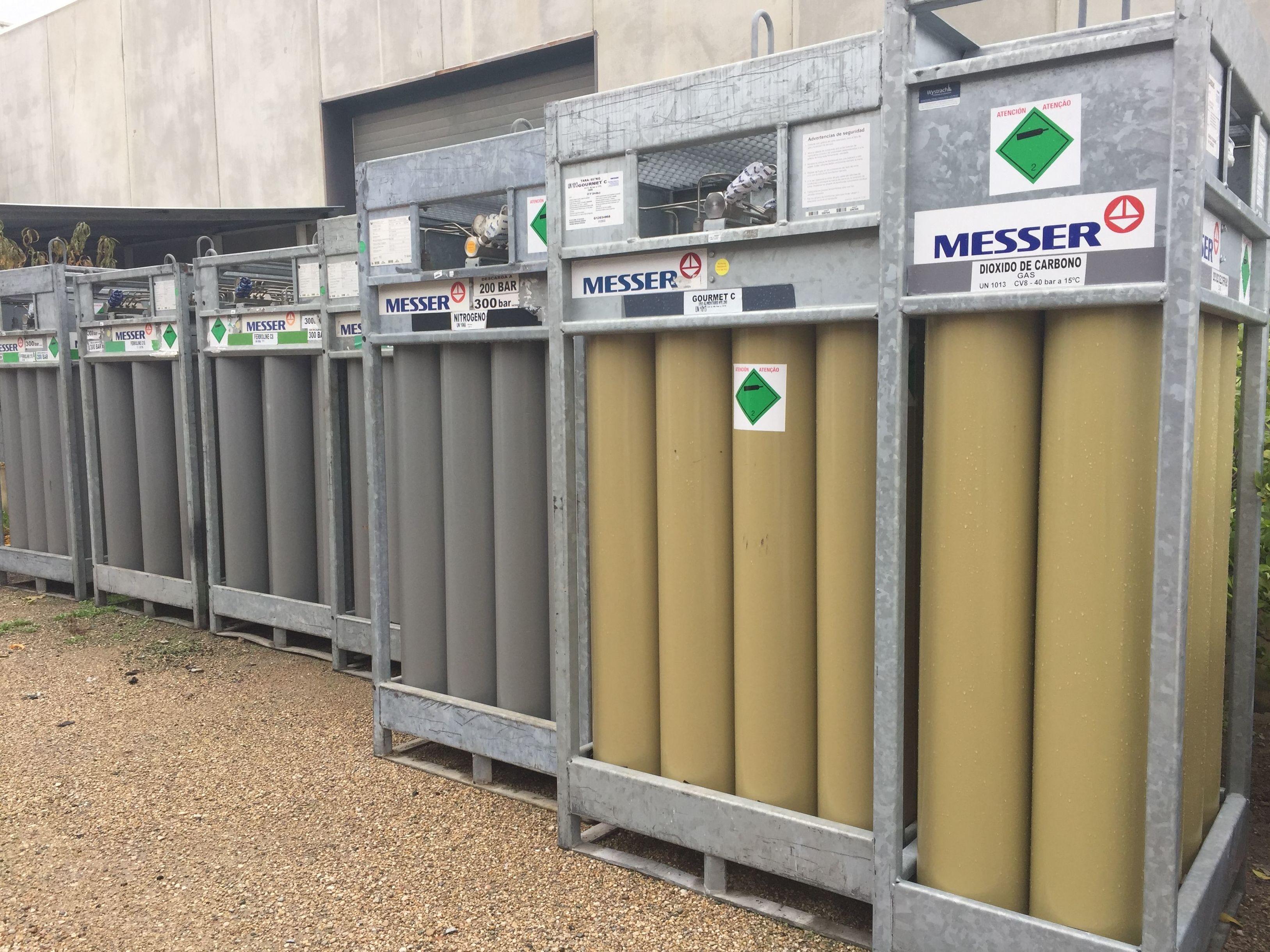 Foto 15 de Venta y distribución de gases industriales y alimentarios en San Ginés | Disgasin, S.L.