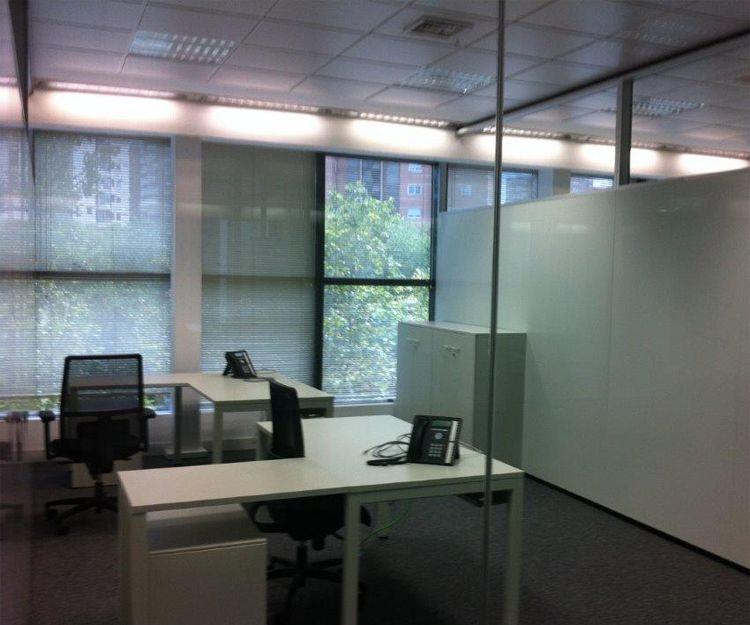 Instalación de mamparas en oficina