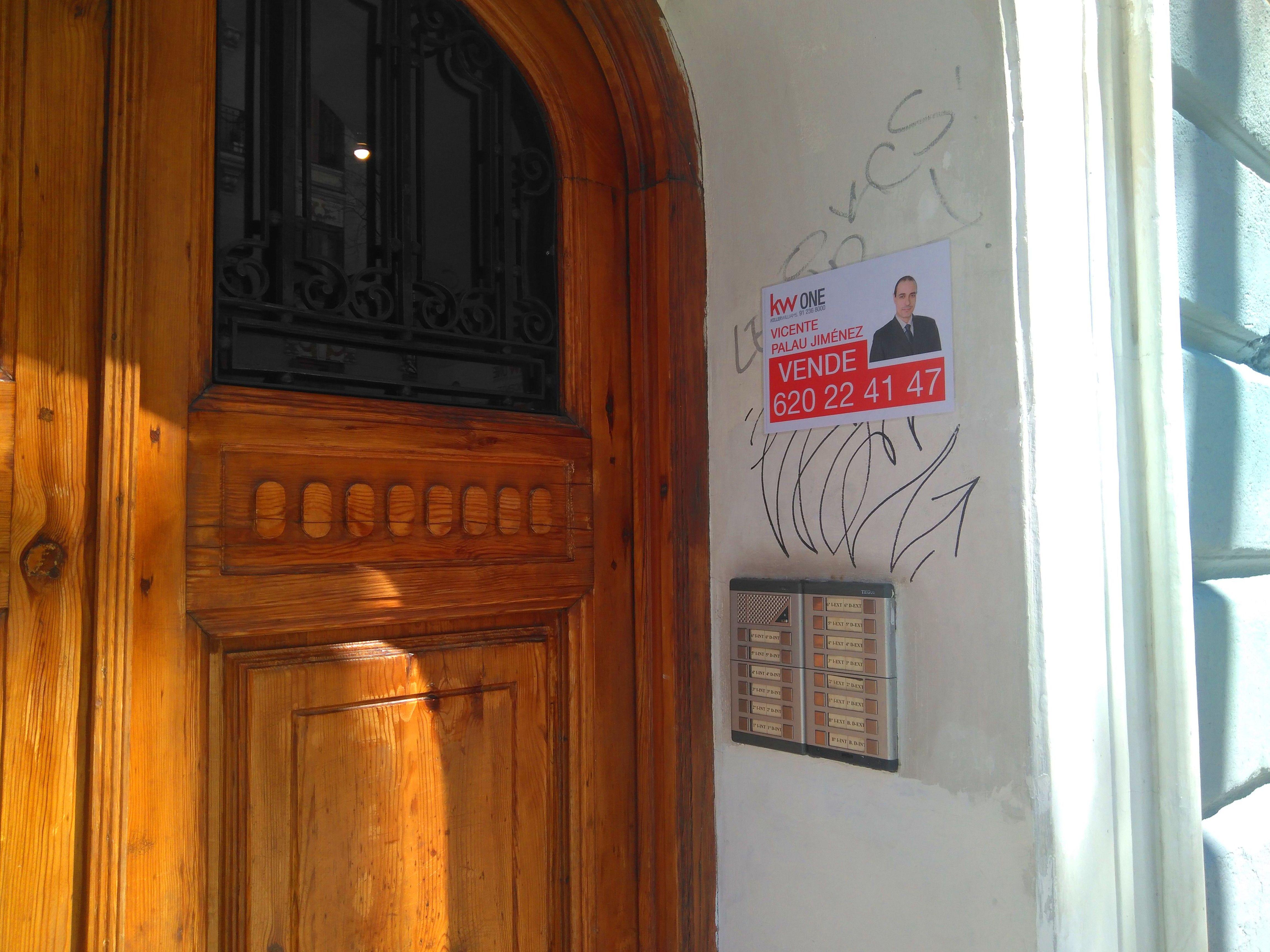 cartel de Se vende en Lavapiés