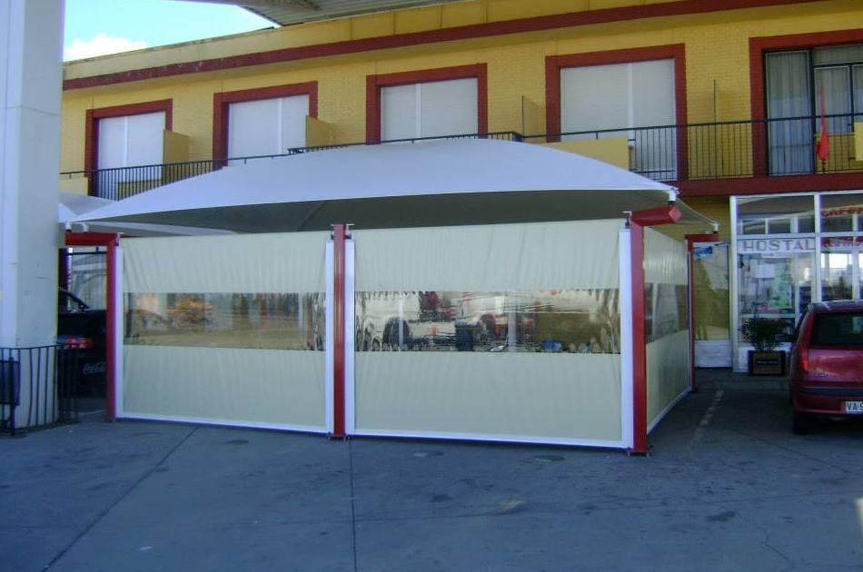 Instalación de cerramiento en terraza exterior de restaurante