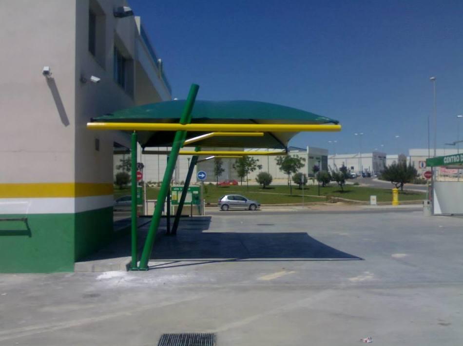 Montaje de carpa en estación de servicio BP en Puente Genil